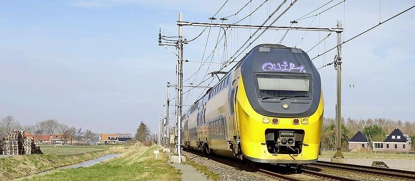 Vrachtwagen zorgt in Haarlem voor treinvertraging
