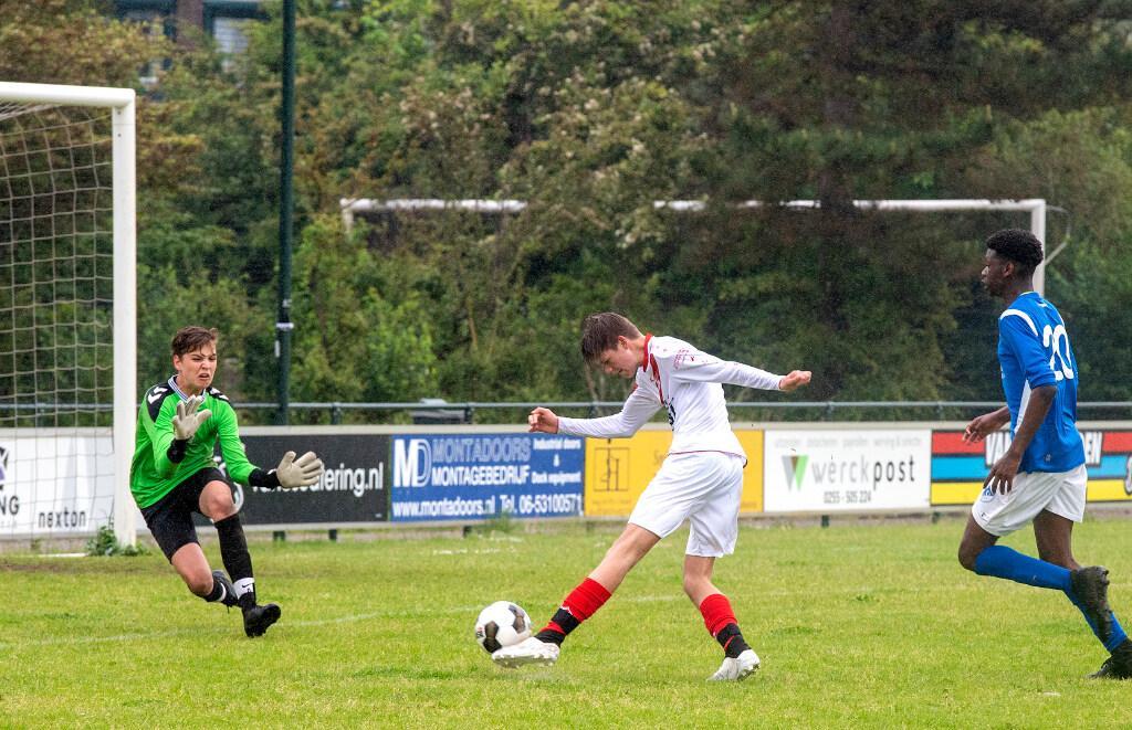 Jonge voetballers dolblij dat ze weer kunnen duelleren met tegenstanders in ander shirt: plezier spat ervanaf bij wedstrijden om KNVB Regiocup