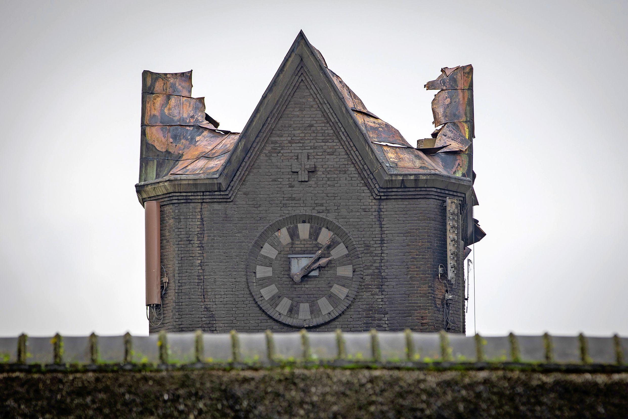 Kunnen raadsleden regelen dat de katholieke kerk in Hoogmade de lucratieve antennes weer terugkrijgt?