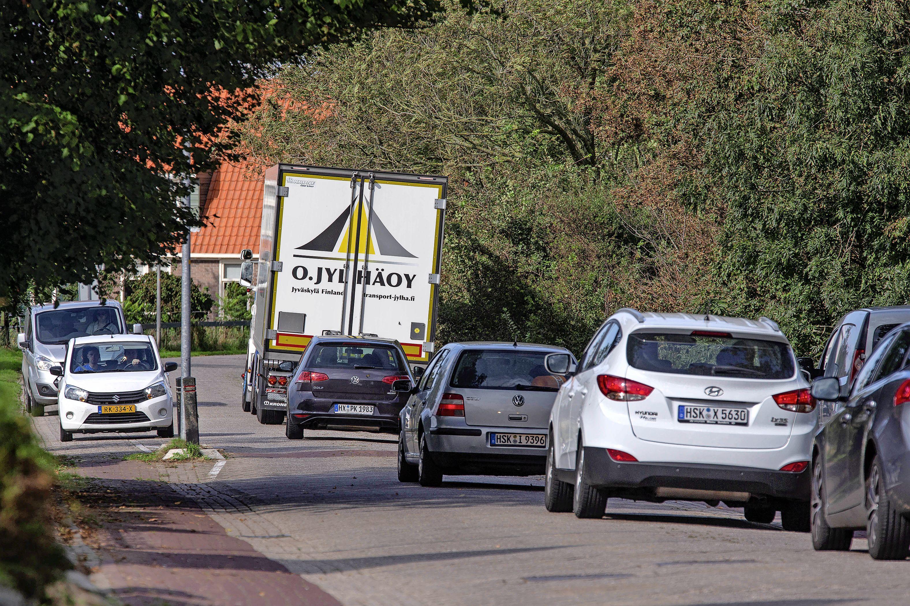 Gemeente wil vrachtwagens weren van sluiproute door Westerland. Binnenkort overleg met gedeputeerde Jeroen Olthof