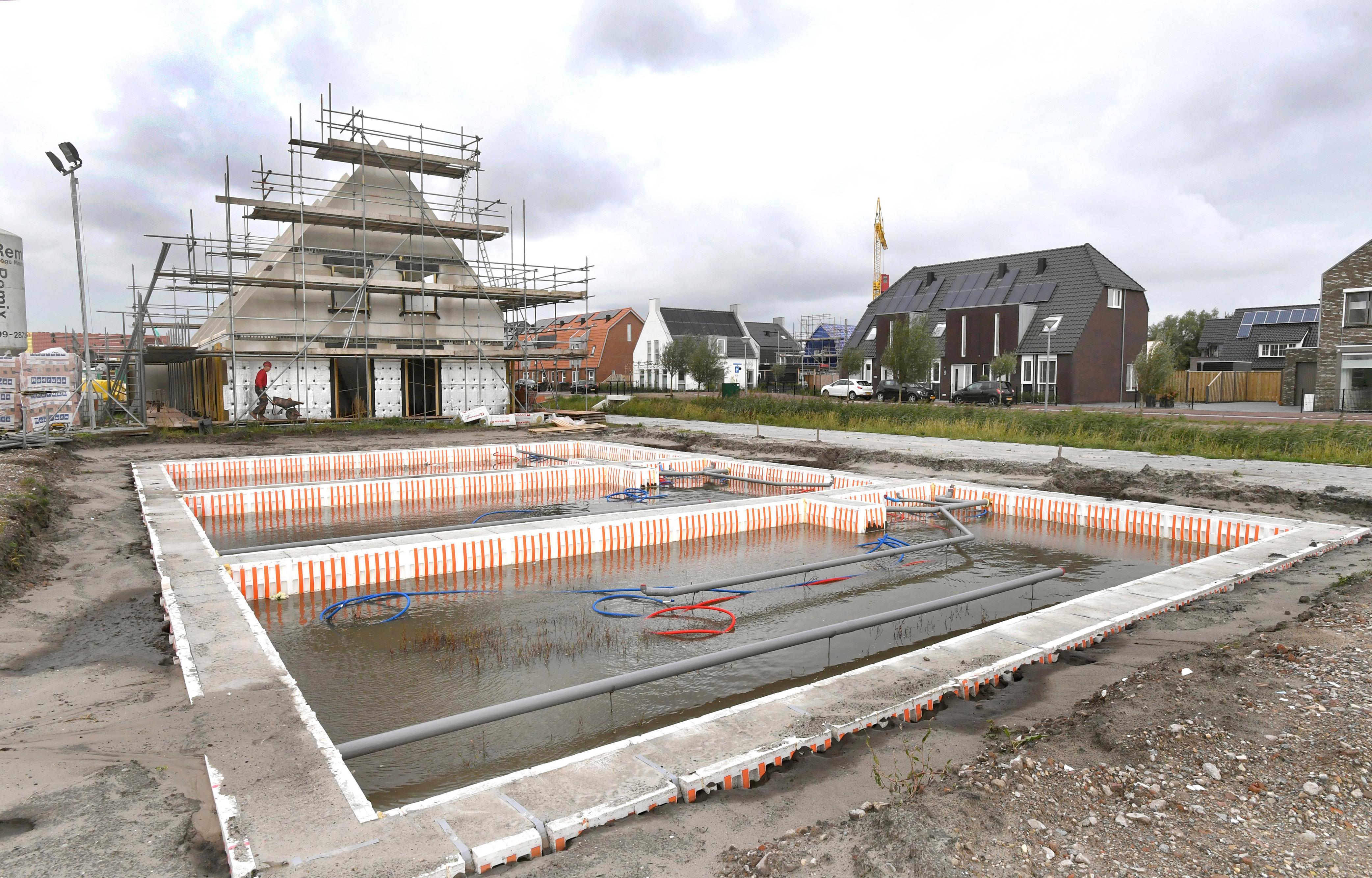 Bouwen, bouwen, bouwen. In Julianadorp schieten de nieuwbouwwoningen in sneltreinvaart uit de grond