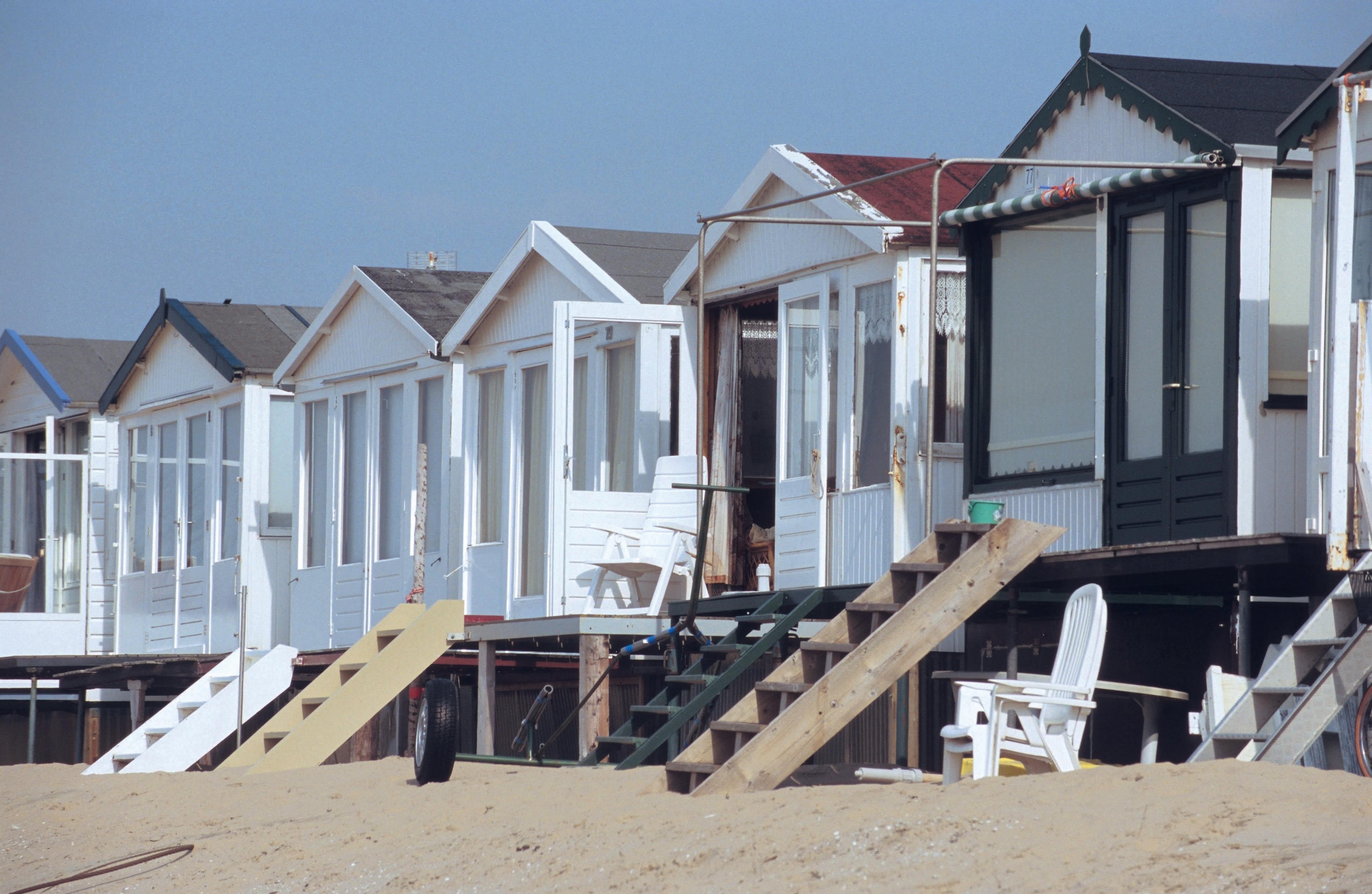 Nog geen groen licht voor alle strandverenigingen in IJmuiden aan Zee. Onbegrip onder eigenaren strandhuisjes