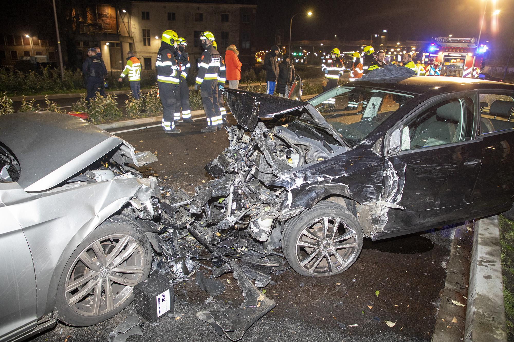Meerdere auto's betrokken bij ongeval op de N200 in Halfweg, drie gewonden [update]