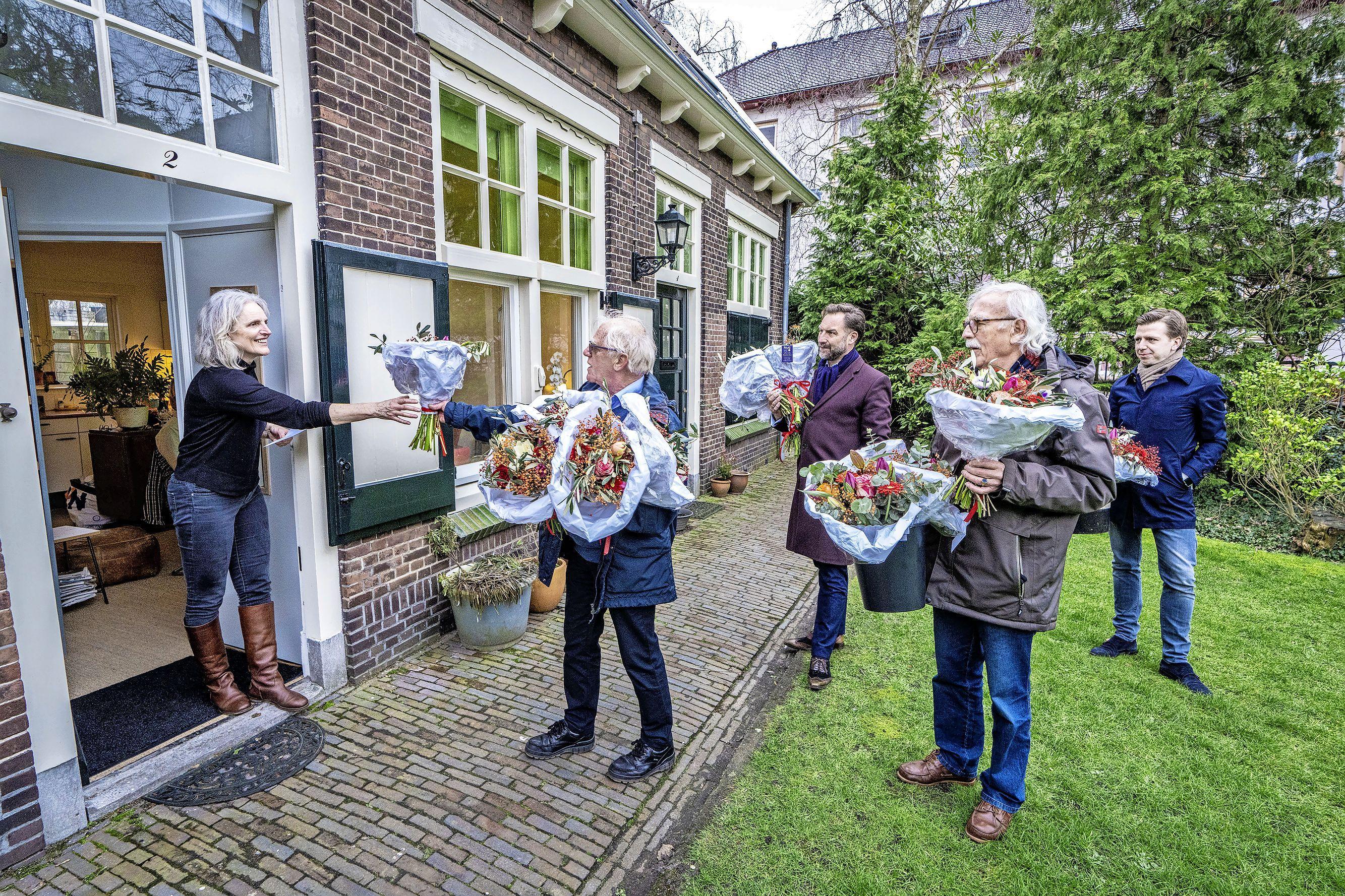 Het Cathrijn Maartensdochter Hofje bestaat 400 jaar; 'Vroeger mocht je hier geen 'honden off catten' houden en was het verboden vis te wassen bij de pomp'