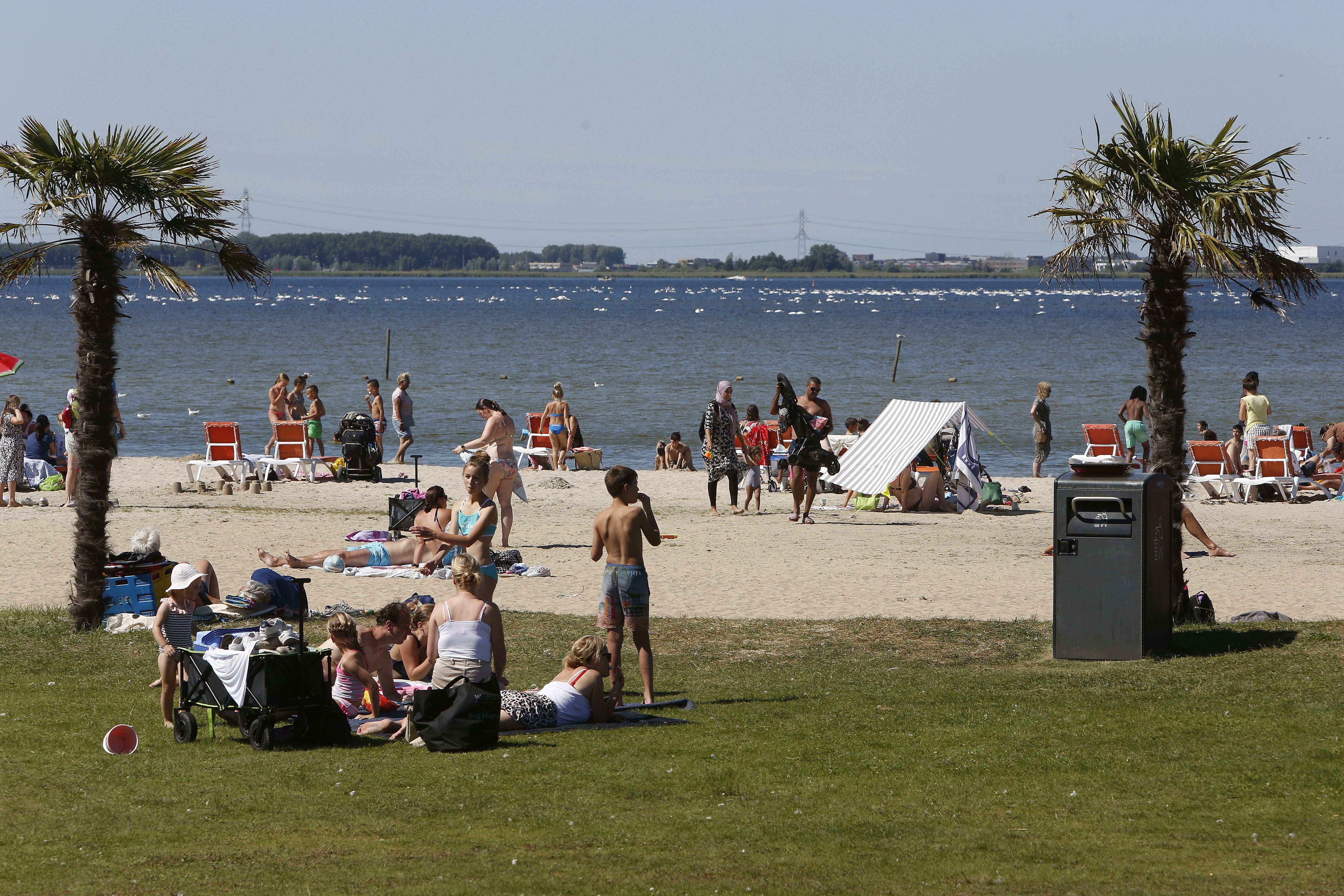 Poep in het zwemwater: In Loosdrecht en bij Oud-Valkeveen zit het soms in te hoge concentraties, het gevecht duurt voort