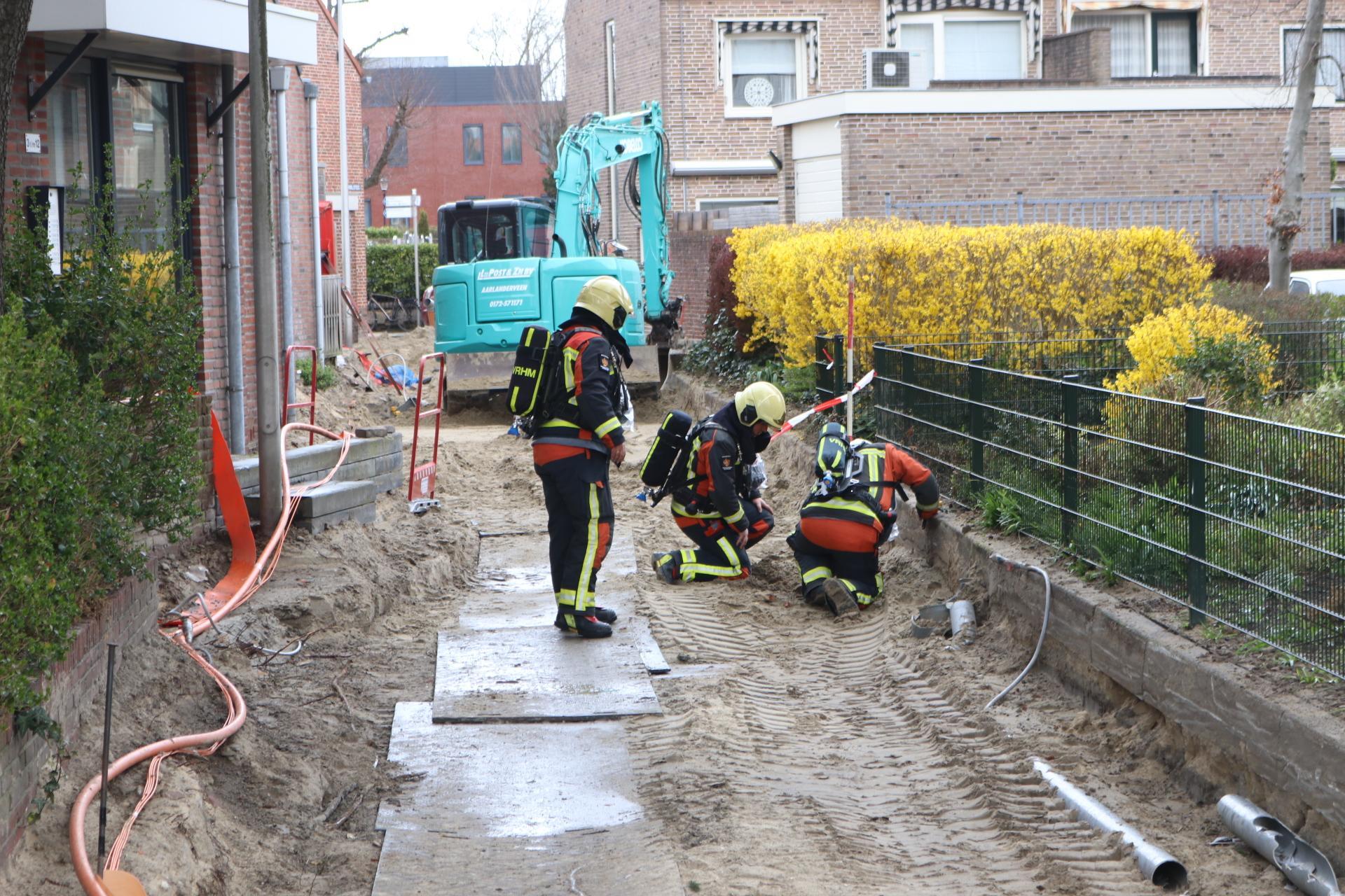 Gaslekkage door graafwerkzaamheden in Rijnsburg; brandweer met spoed ter plaatse