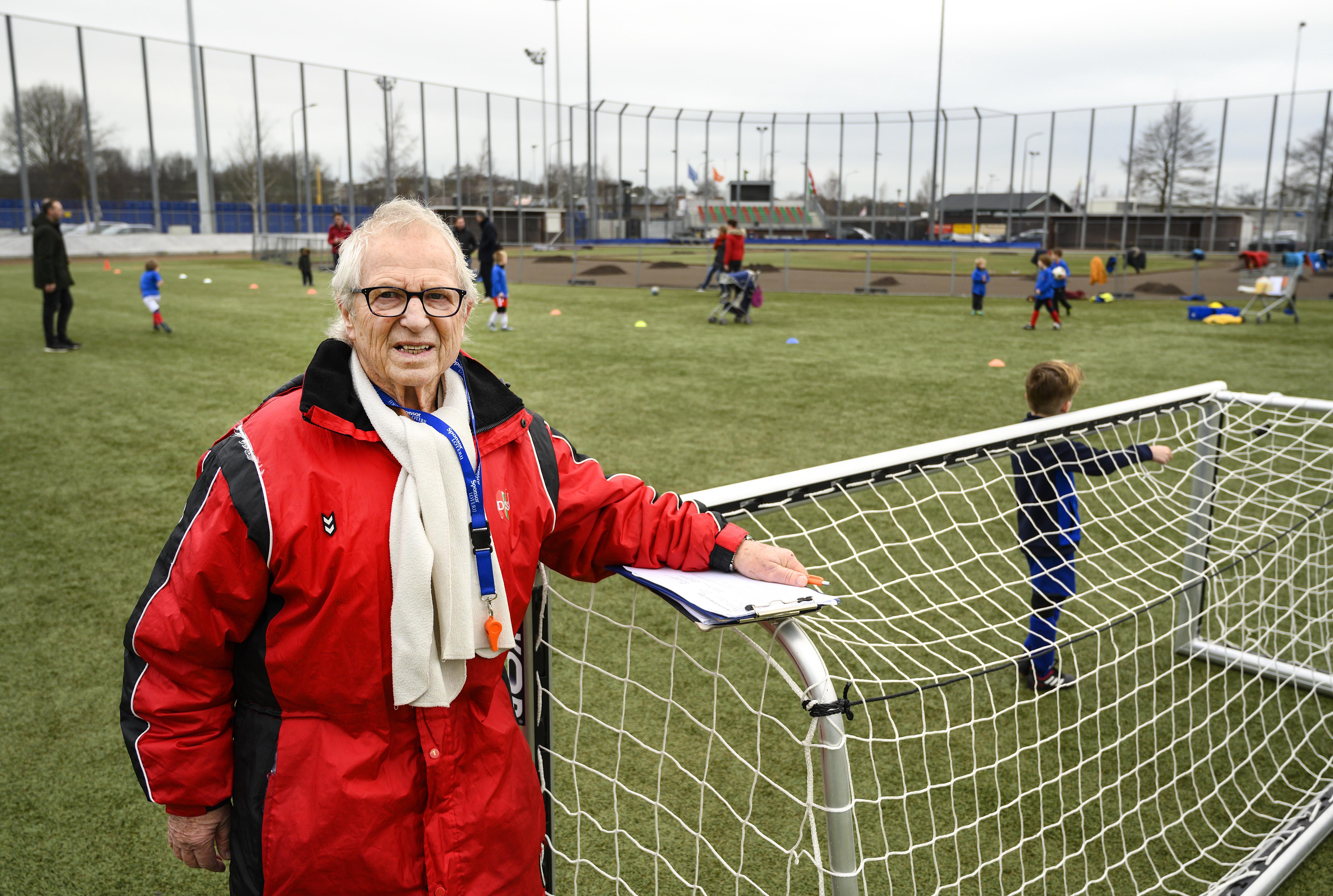 Peter Vink uit Haarlem is 80 jaar oud en al 70 jaar lid van DSS: 'Jonge mensen geven energie'