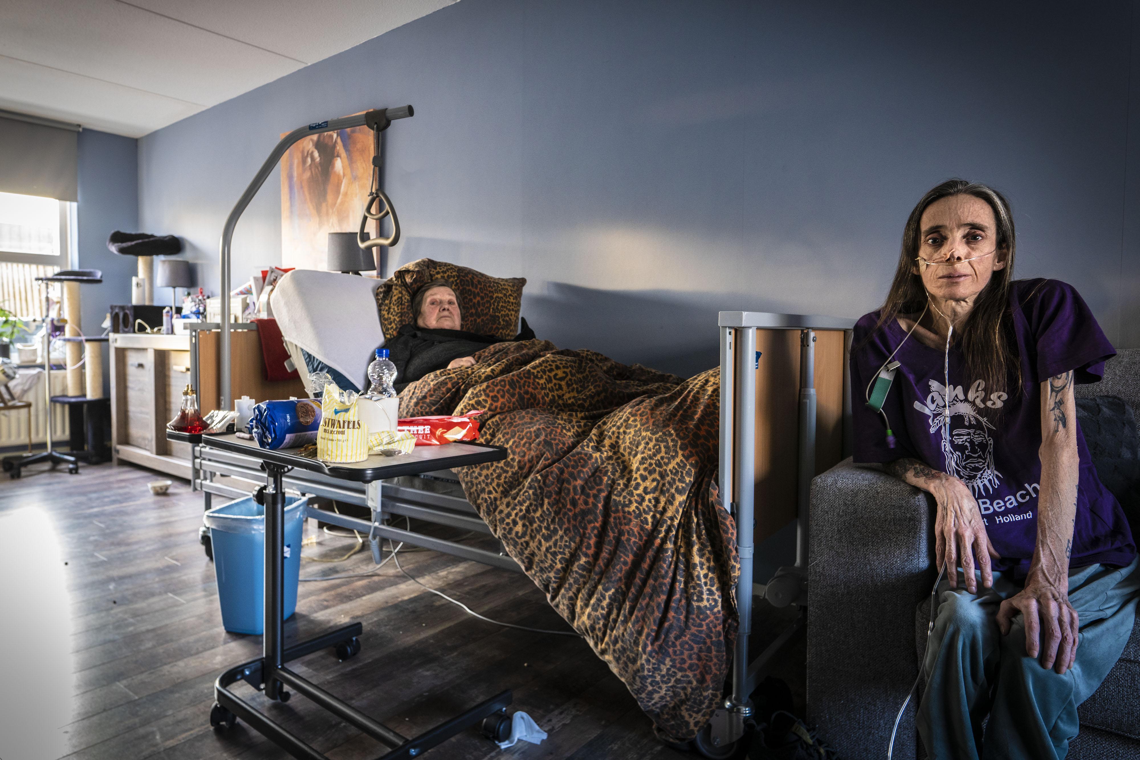 Wethouder grijpt in bij verwarmingsketelkwestie ongeneeslijk zieke Leidse Saskia Versteegh en haar zieke moeder