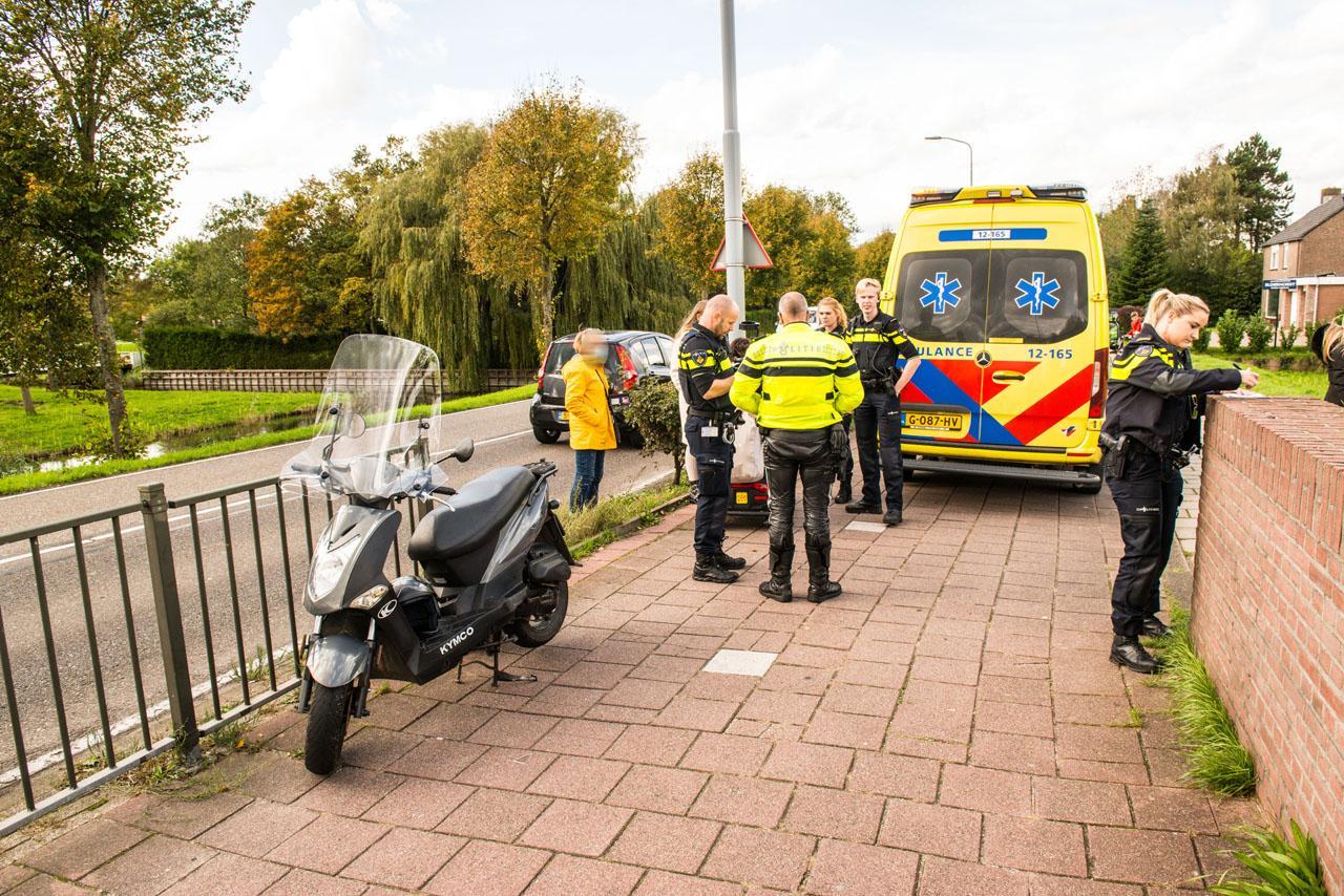 Scooterrijder geschept door een personenwagen in Hoofddorp