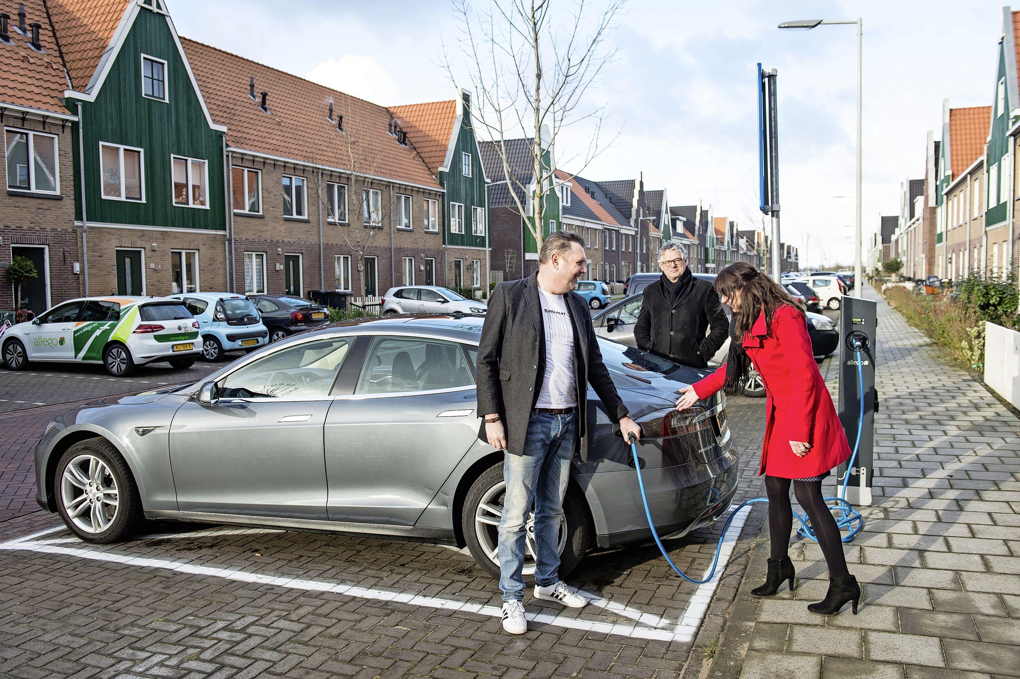 Beemster heeft de meeste elektrische auto's rijden in de regio, maar de minste laadpalen. Zaanstad en Purmerend liggen achter op andere grote steden
