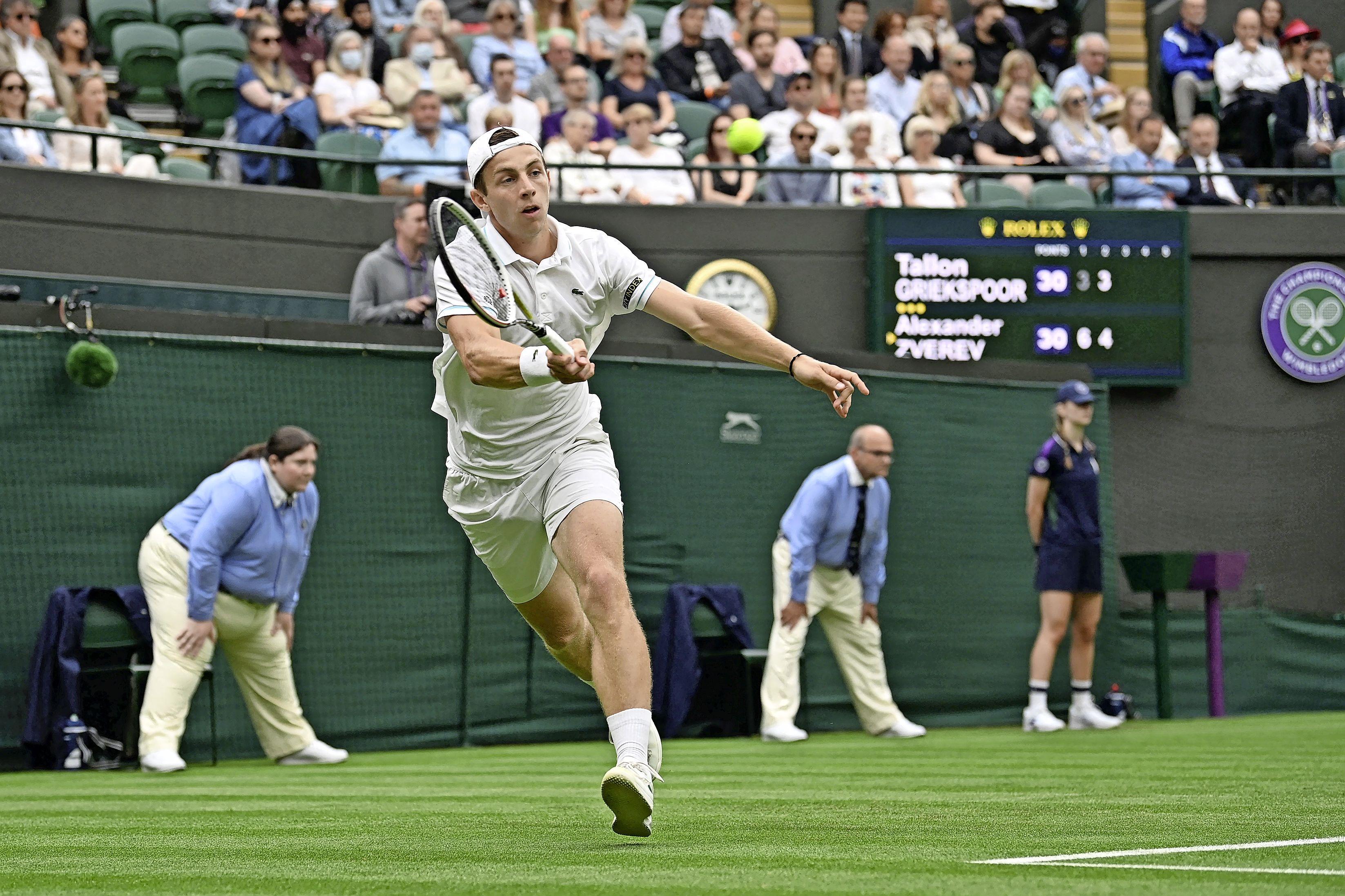 Stunt tegen Zverev zit er niet in; Boris Becker merkte al dat Wimbledon-debutant Tallon Griekspoor iets te veel onder de indruk was op Court 1 [video]
