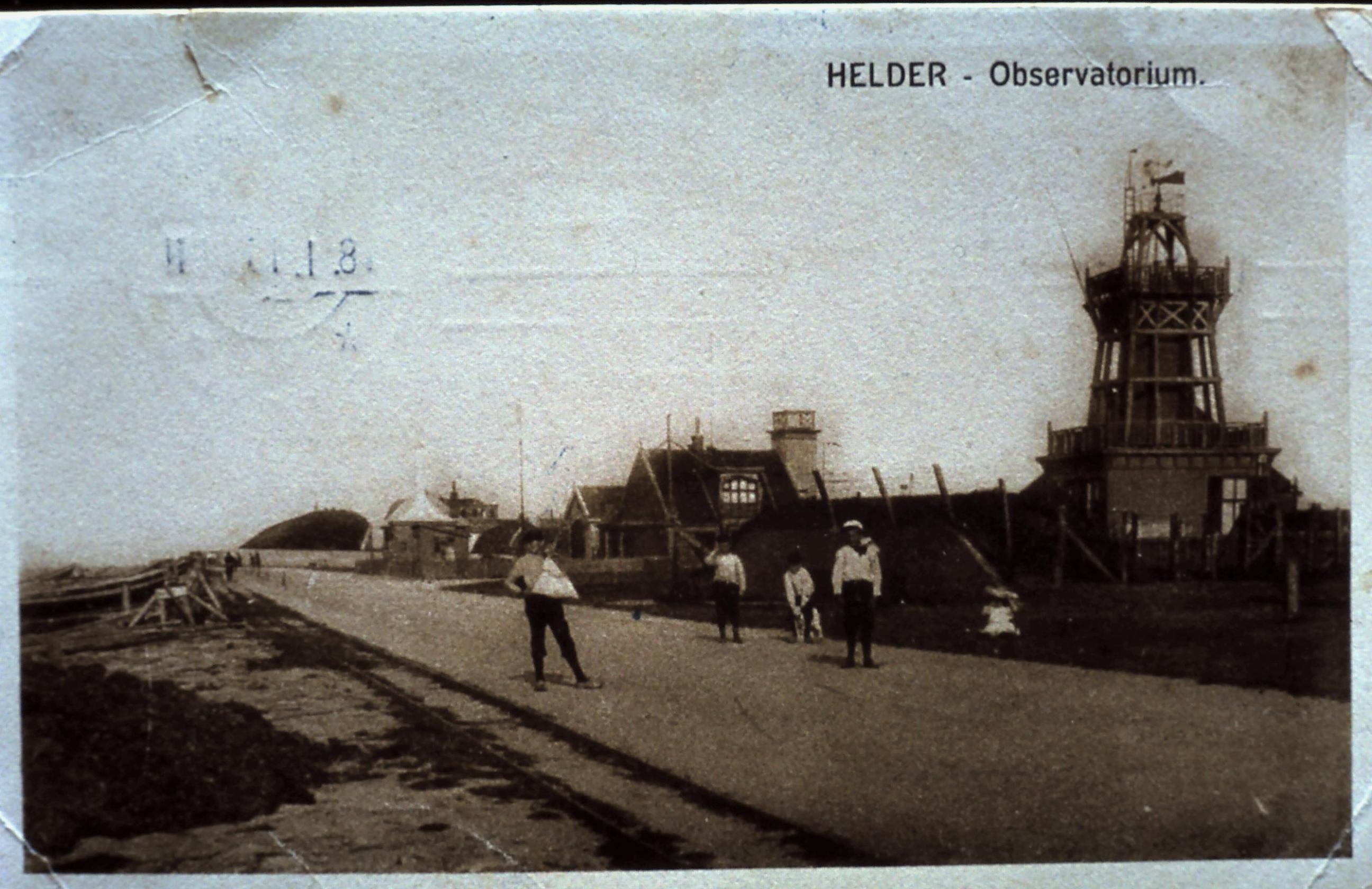 Een rampzalige ontploffing op de zeedijk van Den Helder, op vrijdag de dertiende. Drie vletterlieden waren nagenoeg op slag dood.   Uit Beeld  