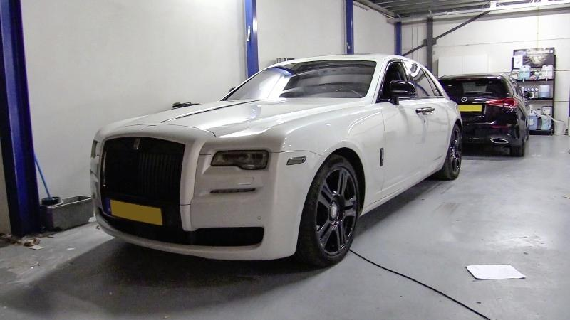 Eigenaar VIP Cars uit Hoofddorp aangehouden op Schiphol; de Rijsenhouter wordt verdacht van grootschalig witwassen