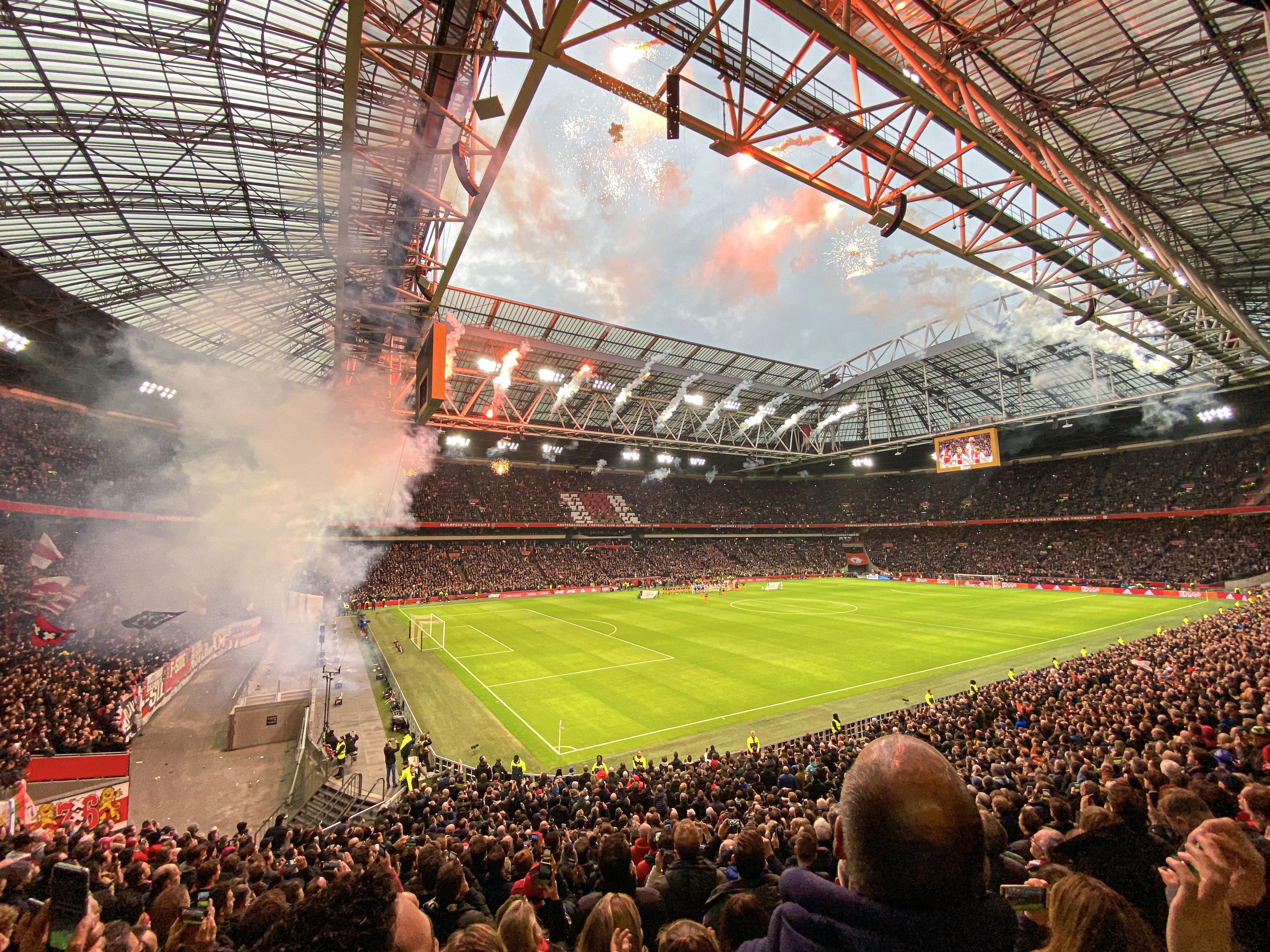 KNVB werkt hard aan plannen om de voetbaltribunes weer te vullen: 'Met bewijs vaccinatie of test het stadion in'