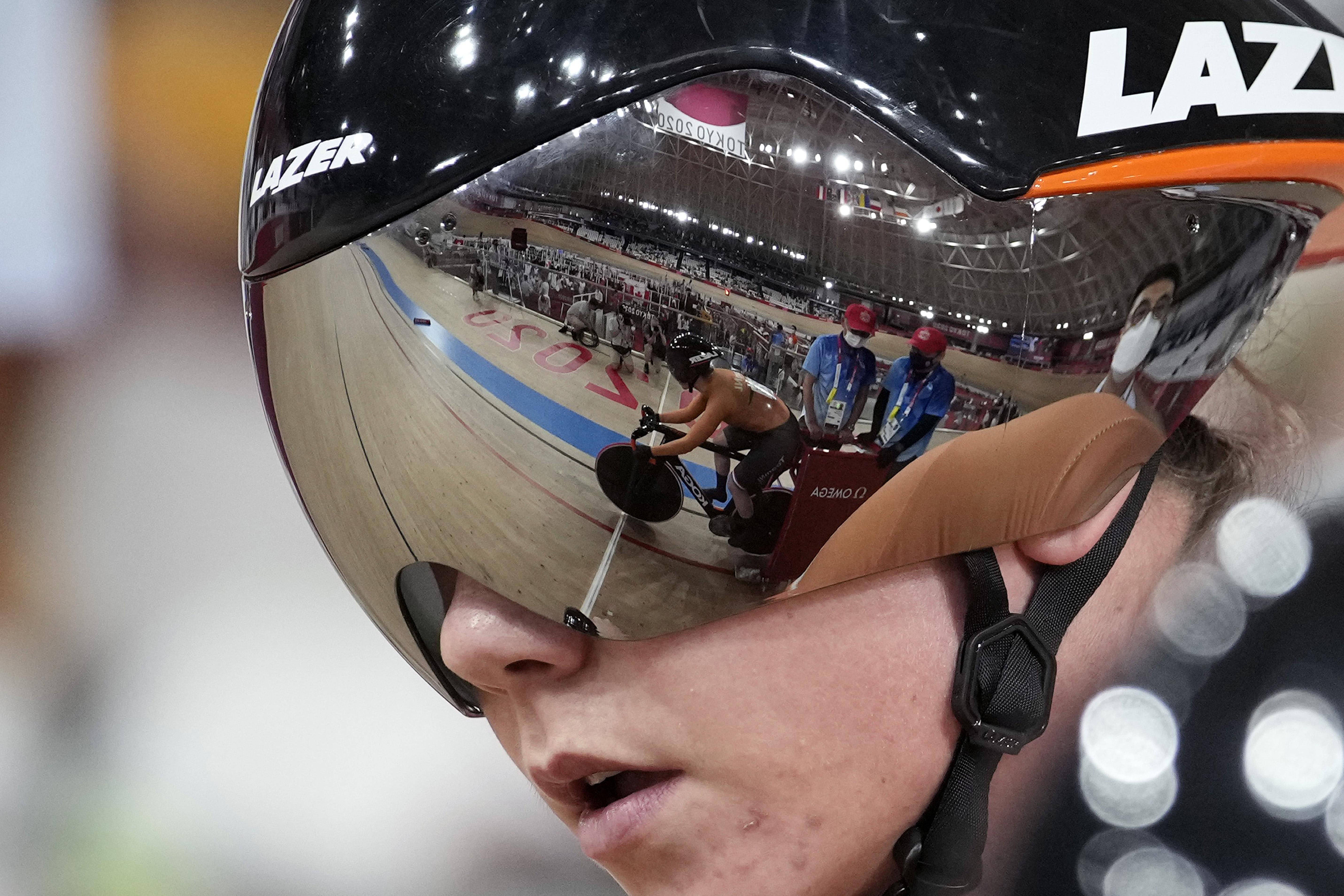 Teamsprintsters Laurine van Riessen en Shanne Braspennincx in Nederlands record naar derde tijd kwalificatie