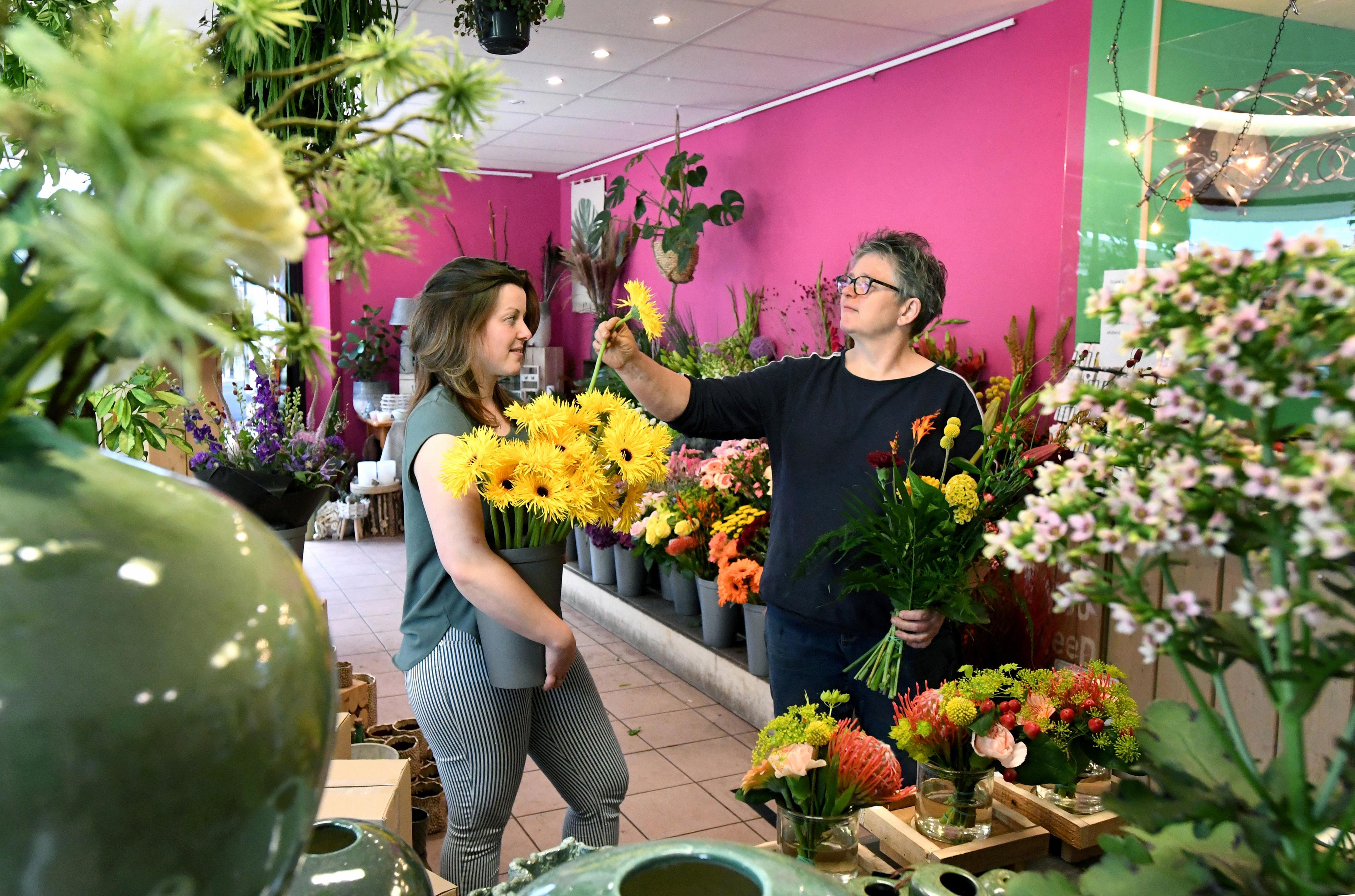 Klanten leggen in coronatijd grif geld neer voor bloemen: 'Ik durf bijna niet hardop te zeggen dat het deze maanden uitstekend ging'