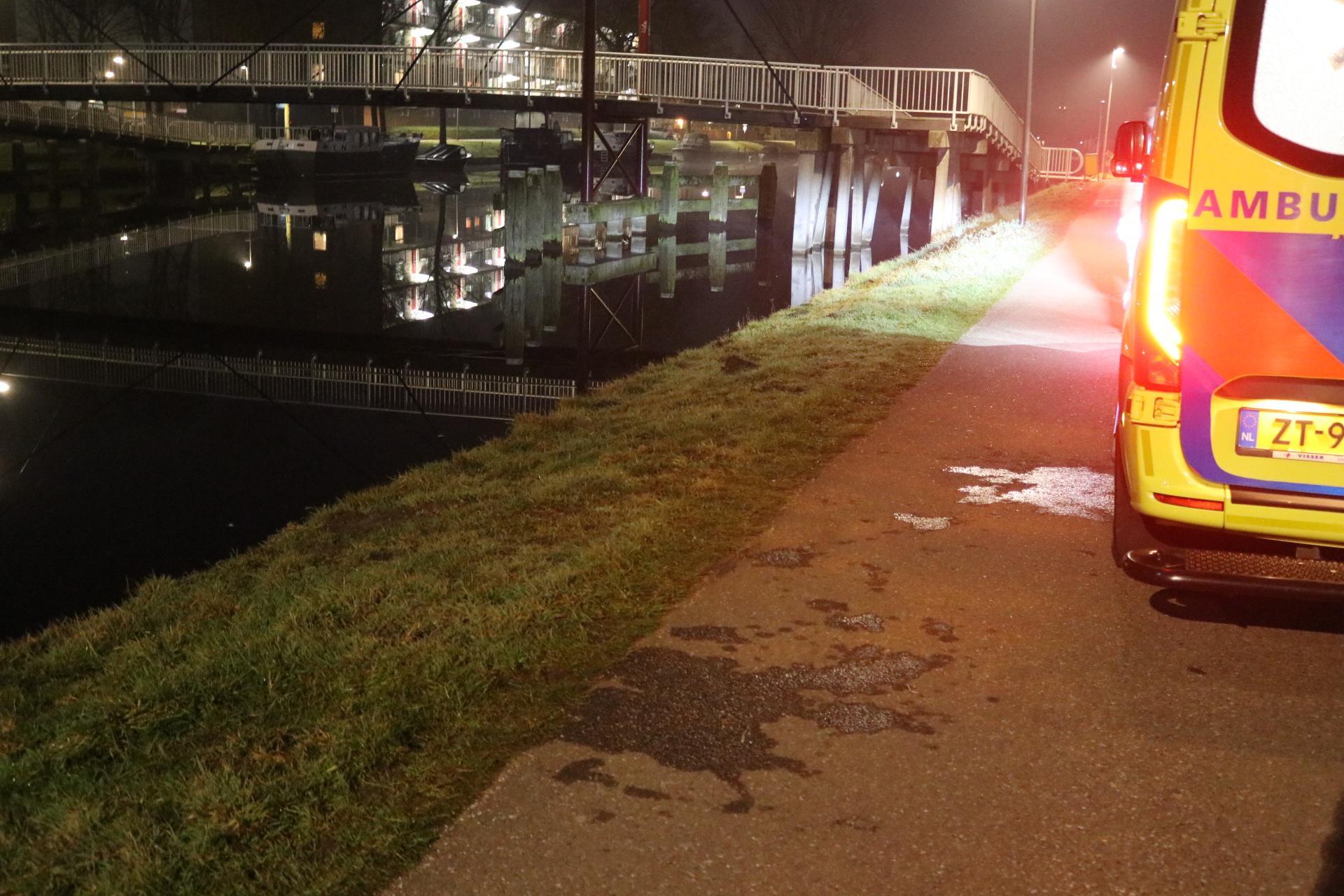 Voorbijgangers redden jonge fietser uit kanaal in Rijnsburg