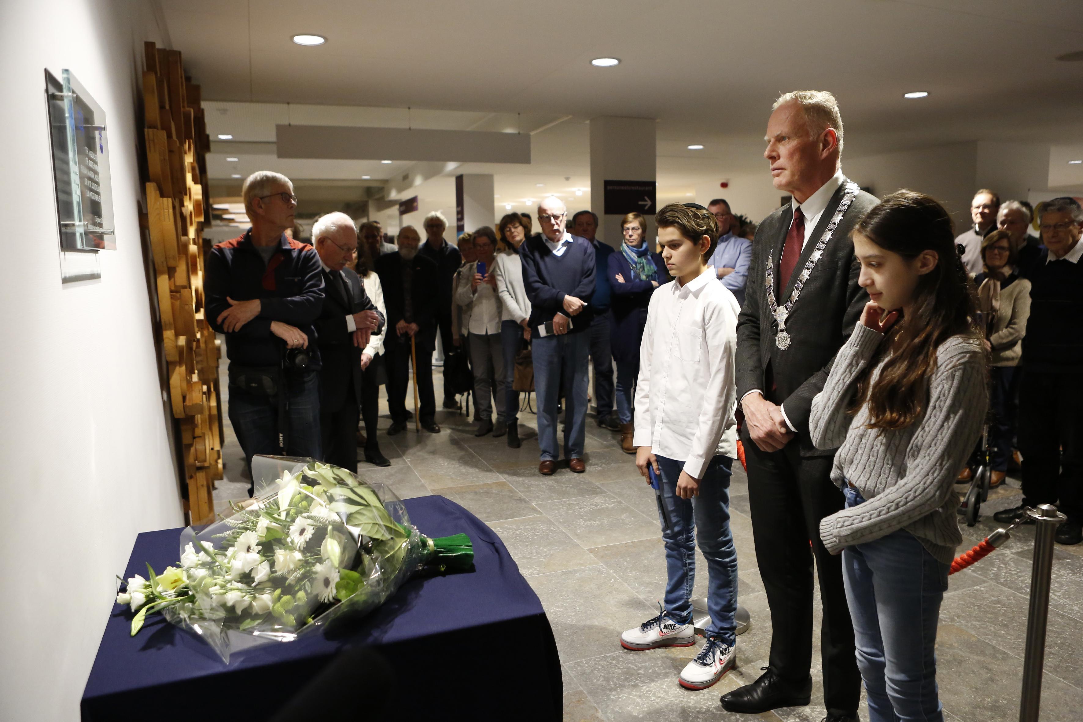 Holocaust-herdenking Gooise Meren met documentairemaker Frenk van der Linden via livestream te volgen; Herdenking Baarn afgelast