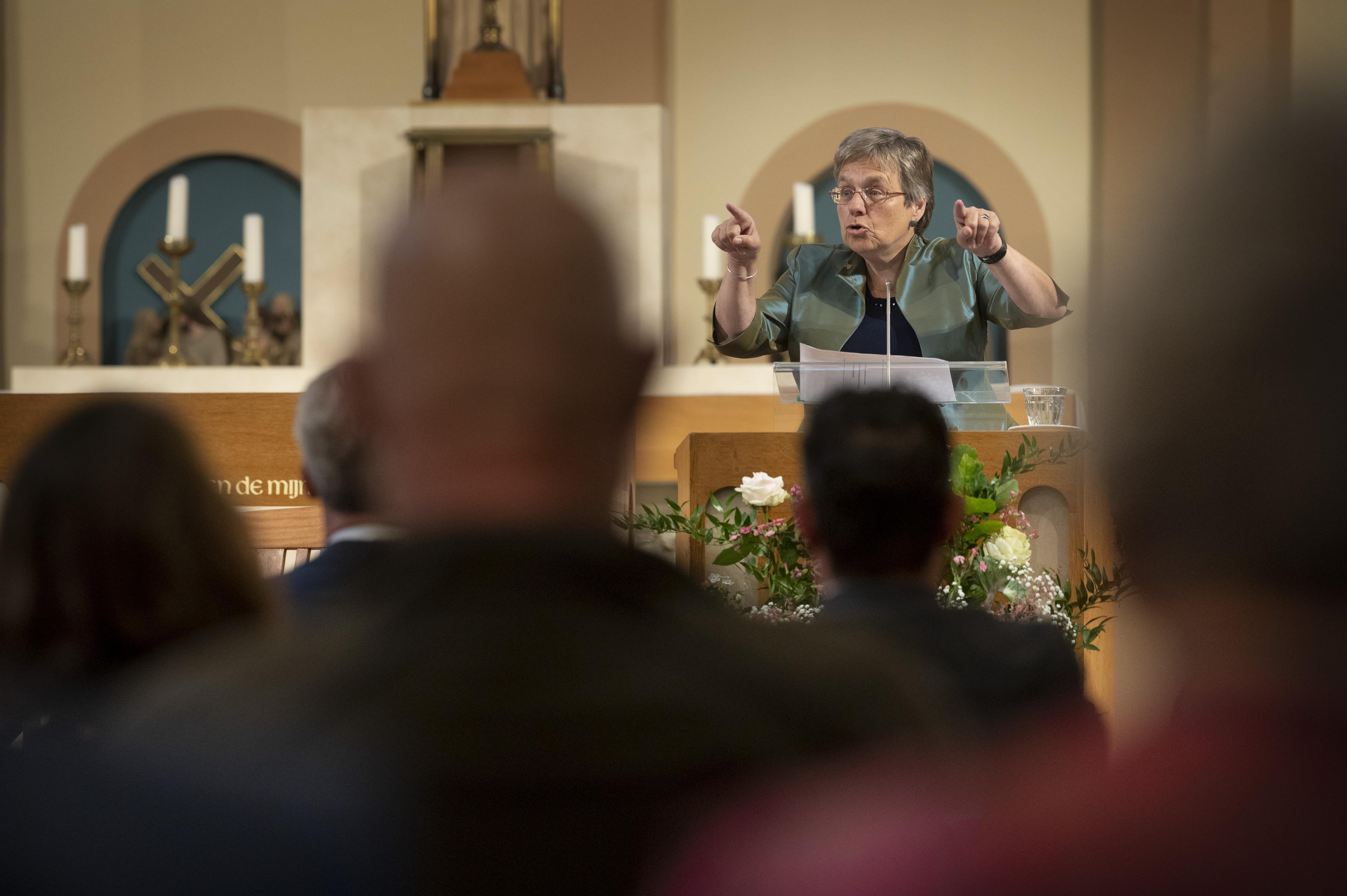 'Zoeterwouws' afscheid burgemeester Bloemen: 'Liesbeth, je bent een topwijf'