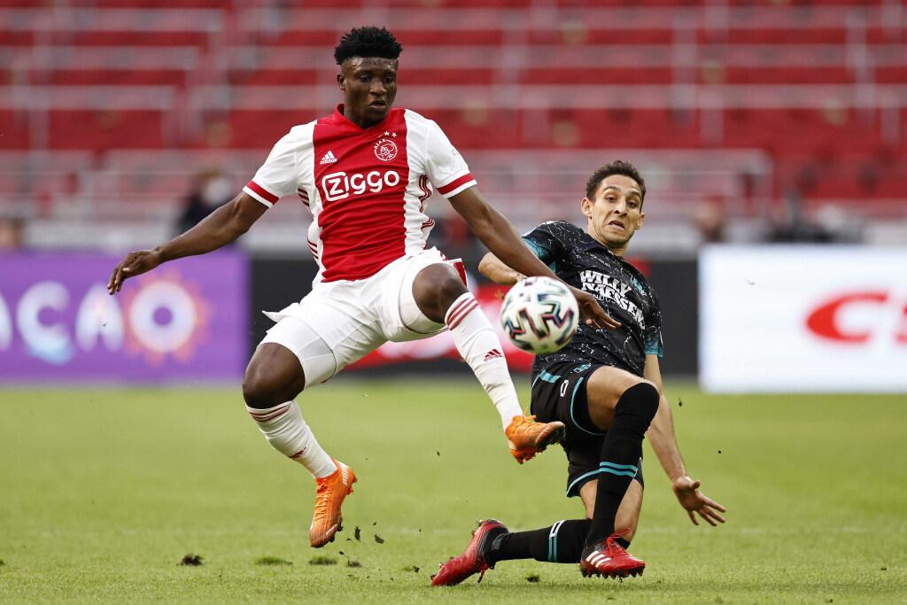 Ajax-trainer Ten Hag over Kudus na eenvoudige zege op RKC: 'Hij is een heerlijke speler'
