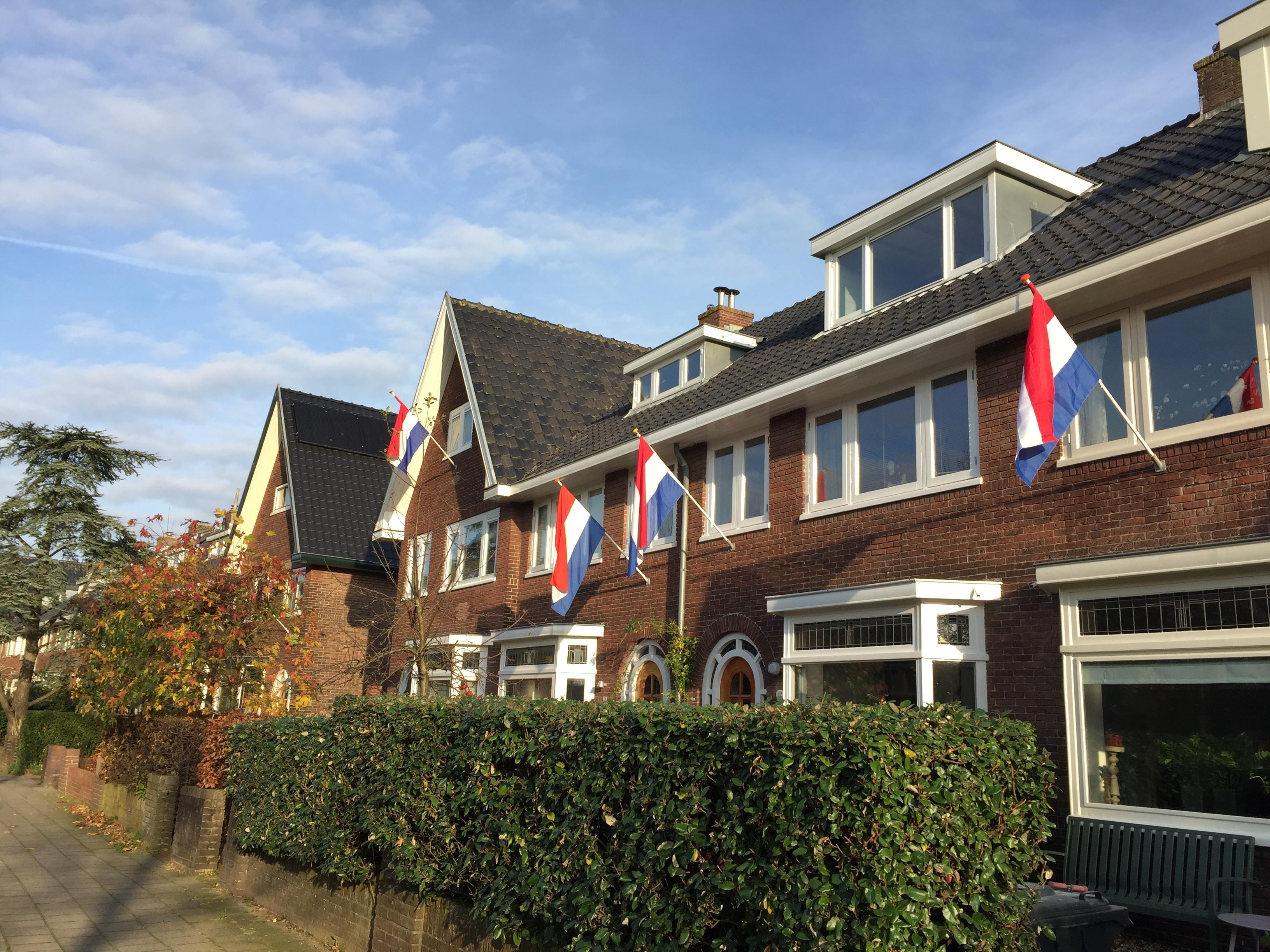 Santpoort-Zuid steekt de vlag uit voor dichte spoorovergang