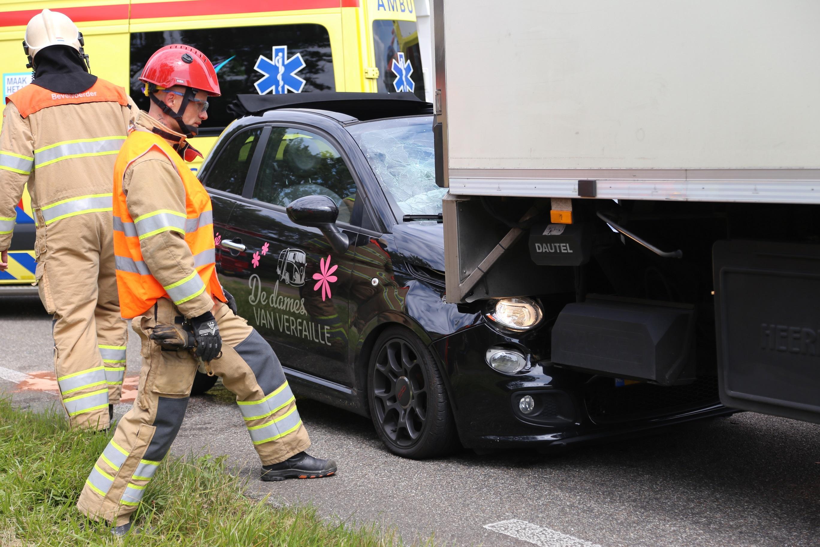 N250 tussen De Kooy en Den Helder kort dicht na botsing auto en vrachtwagen
