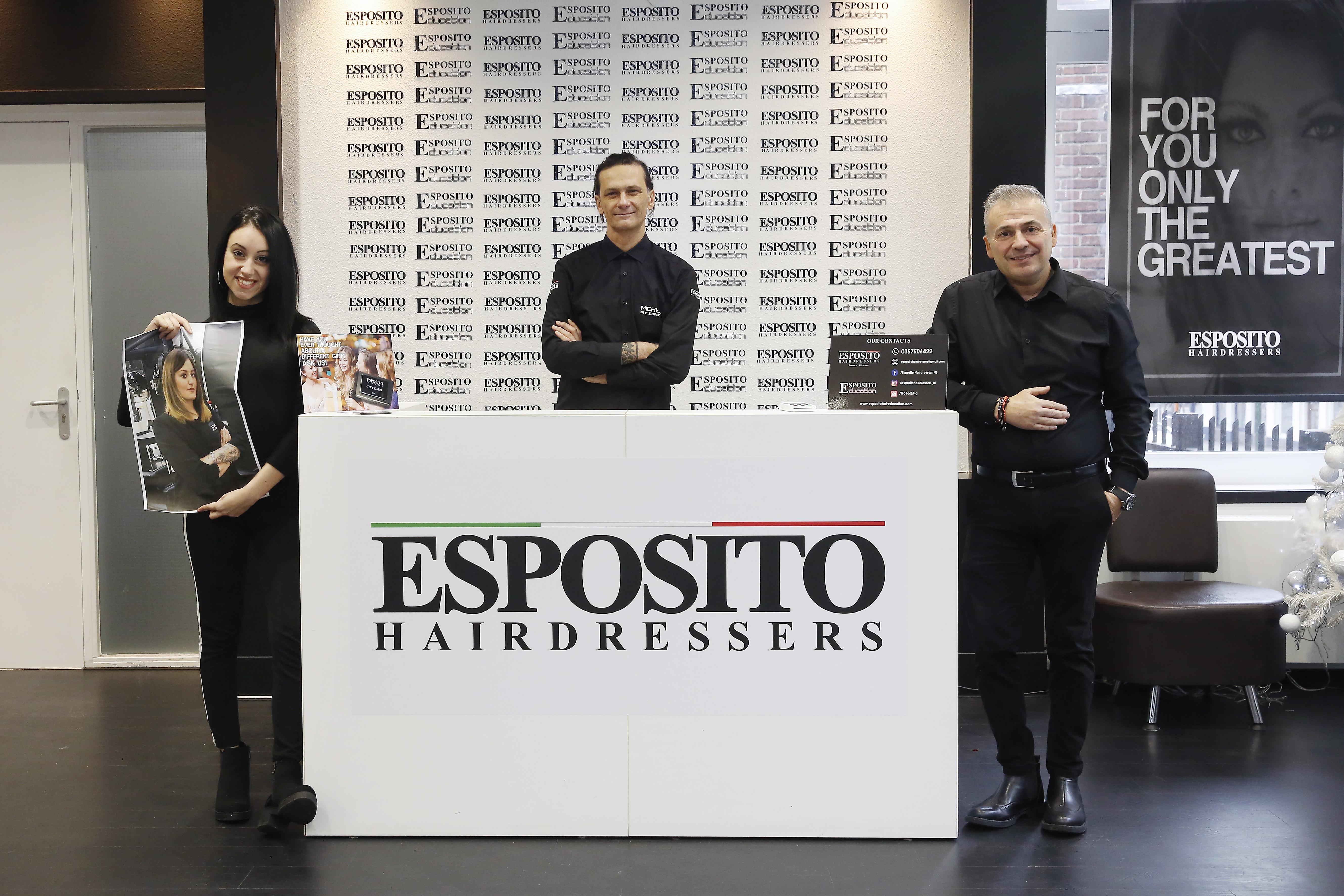 De Italiaanse Francesco Esposito is ver van huis, maar opent juist hier een kapperszaak; 'Als je geen klikt maakt, wordt het kapsel ook niks'