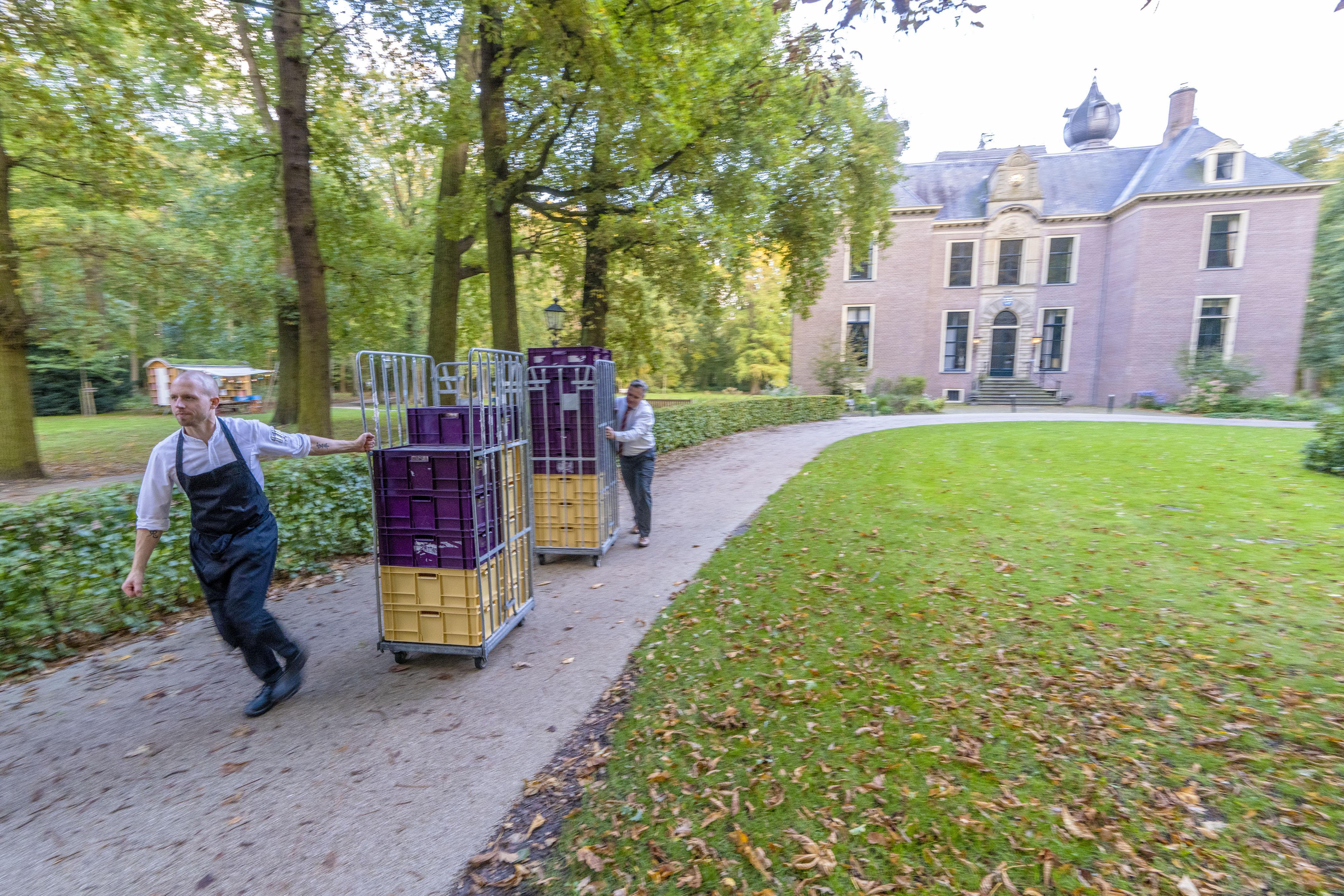 Kok van Oud Poelgeest heeft het druk: 4400 maaltijden voor de Voedselbank