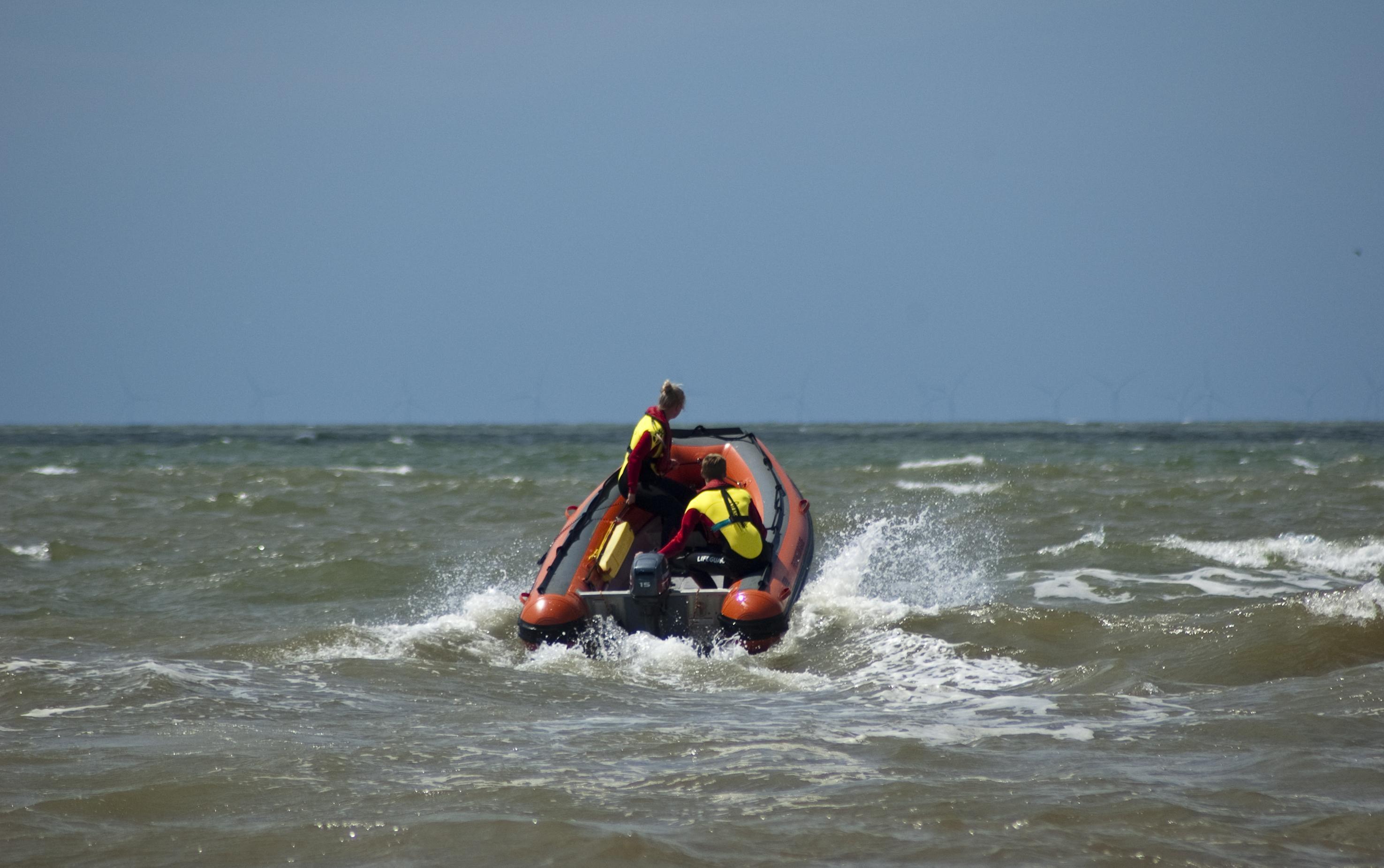 Tempo maken met goede reddingspost IJmuider strand voordat er iemand verdrinkt | Opinie