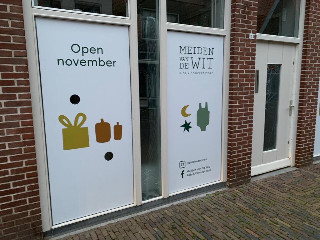 Moet er ander beleid komen in Enkhuizen om kledingwinkel Meiden van de Wit te laten starten of moeten jonge ondernemers andere plek zoeken?