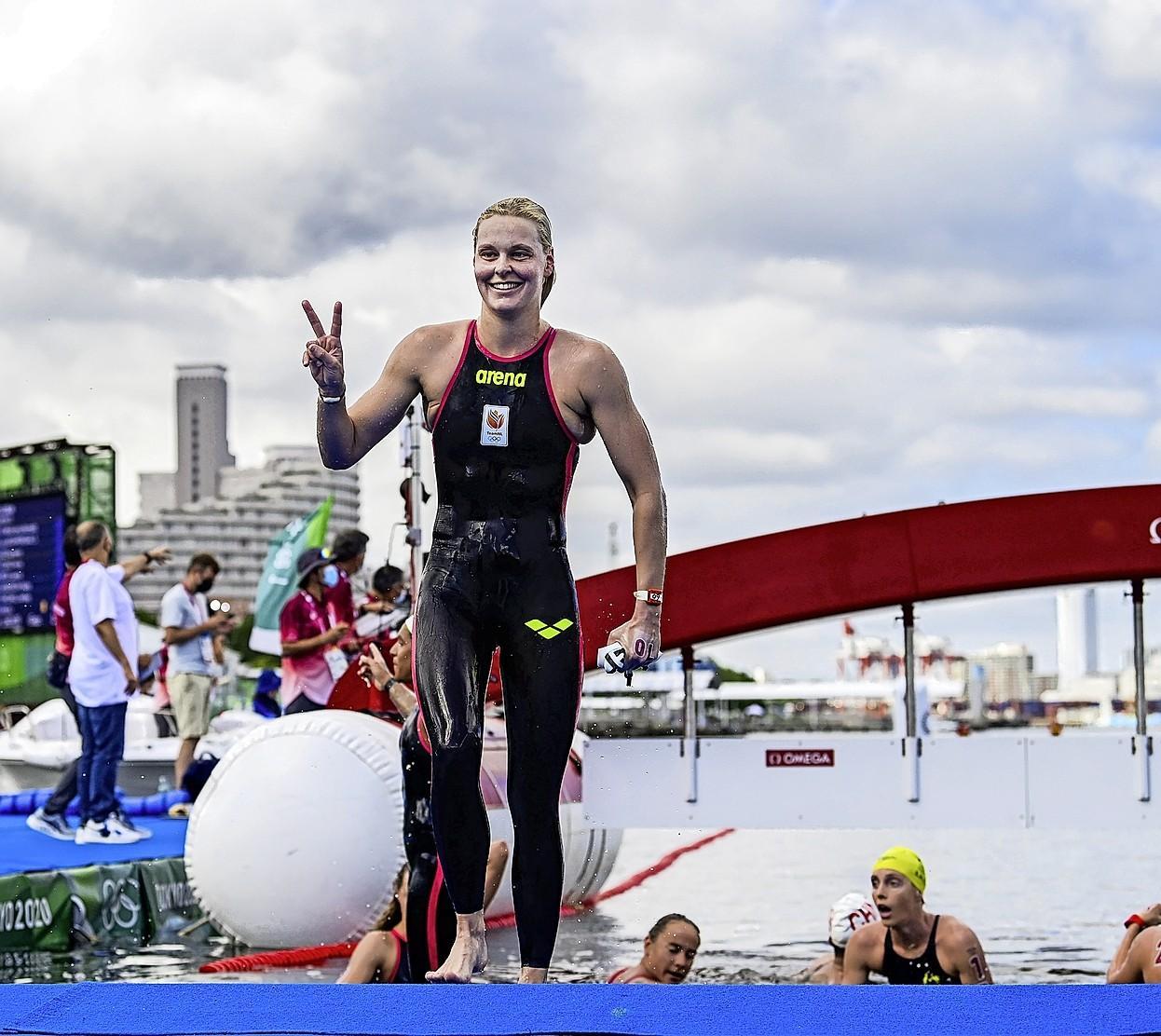Niet te hebberig zijn loont. Openwaterzwemster Sharon van Rouwendaal neemt geen risico's in het warme water bij Tokio en wordt beloond met zilveren medaille.