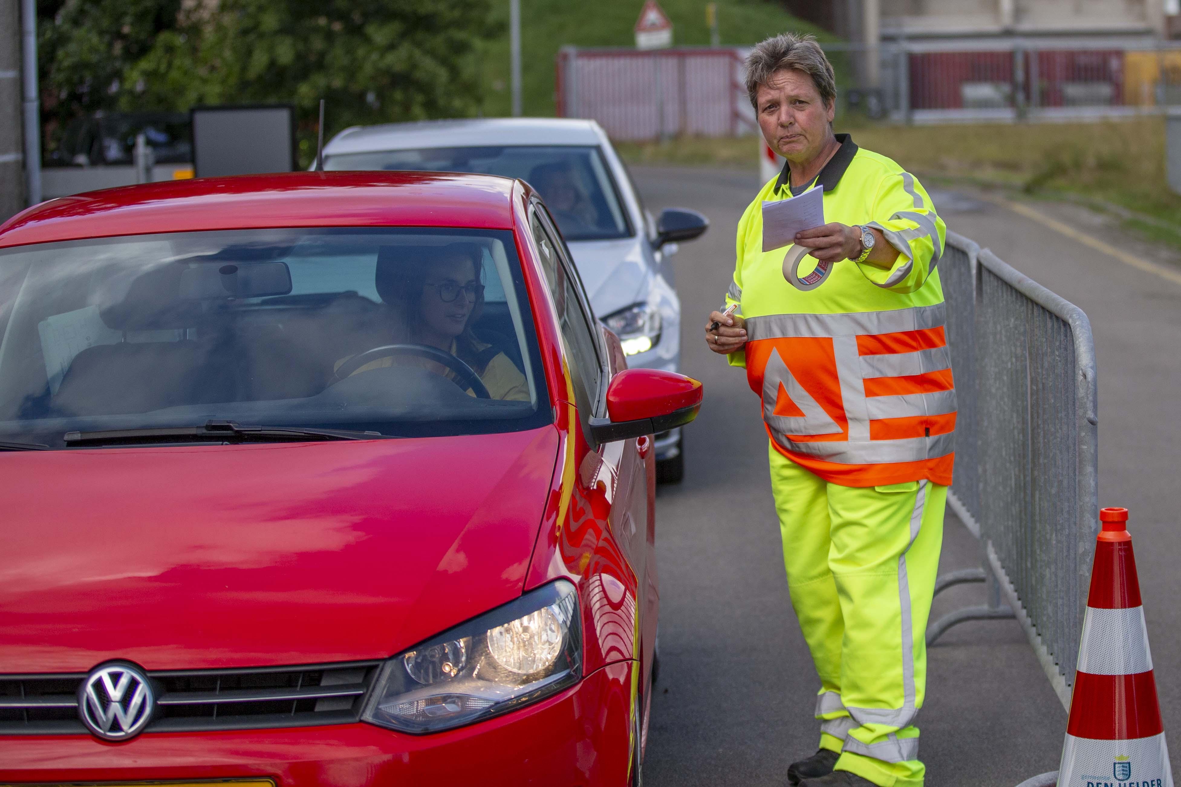 Teststraten Den Helder, Hoorn, Alkmaar en op Texel draaien overuren: 'Dinsdag hebben we 1250 testen uitgevoerd.' Wachttijd loopt op tot vier dagen