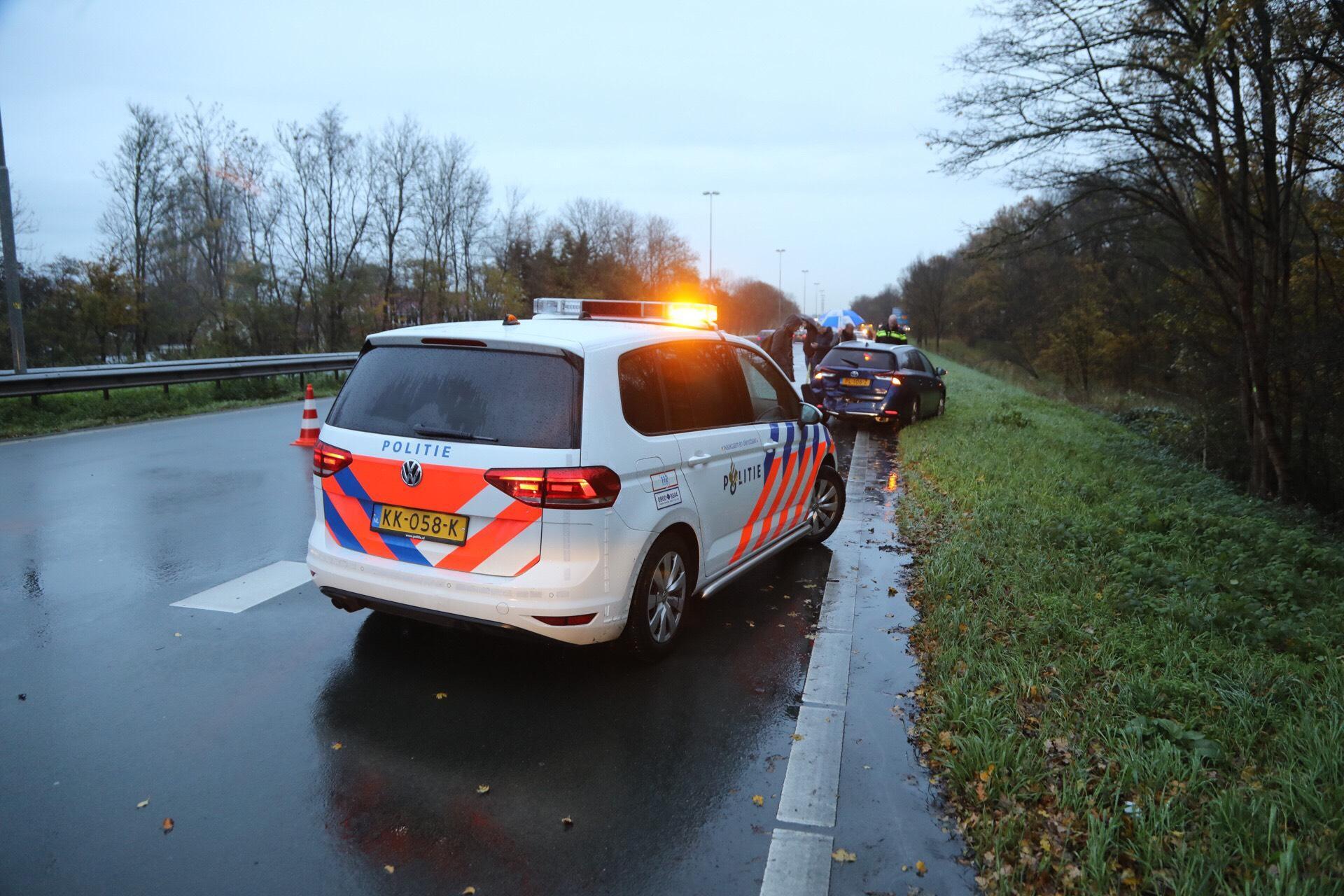 Gewonde en verkeerschaos door botsing op N205 bij Haarlem