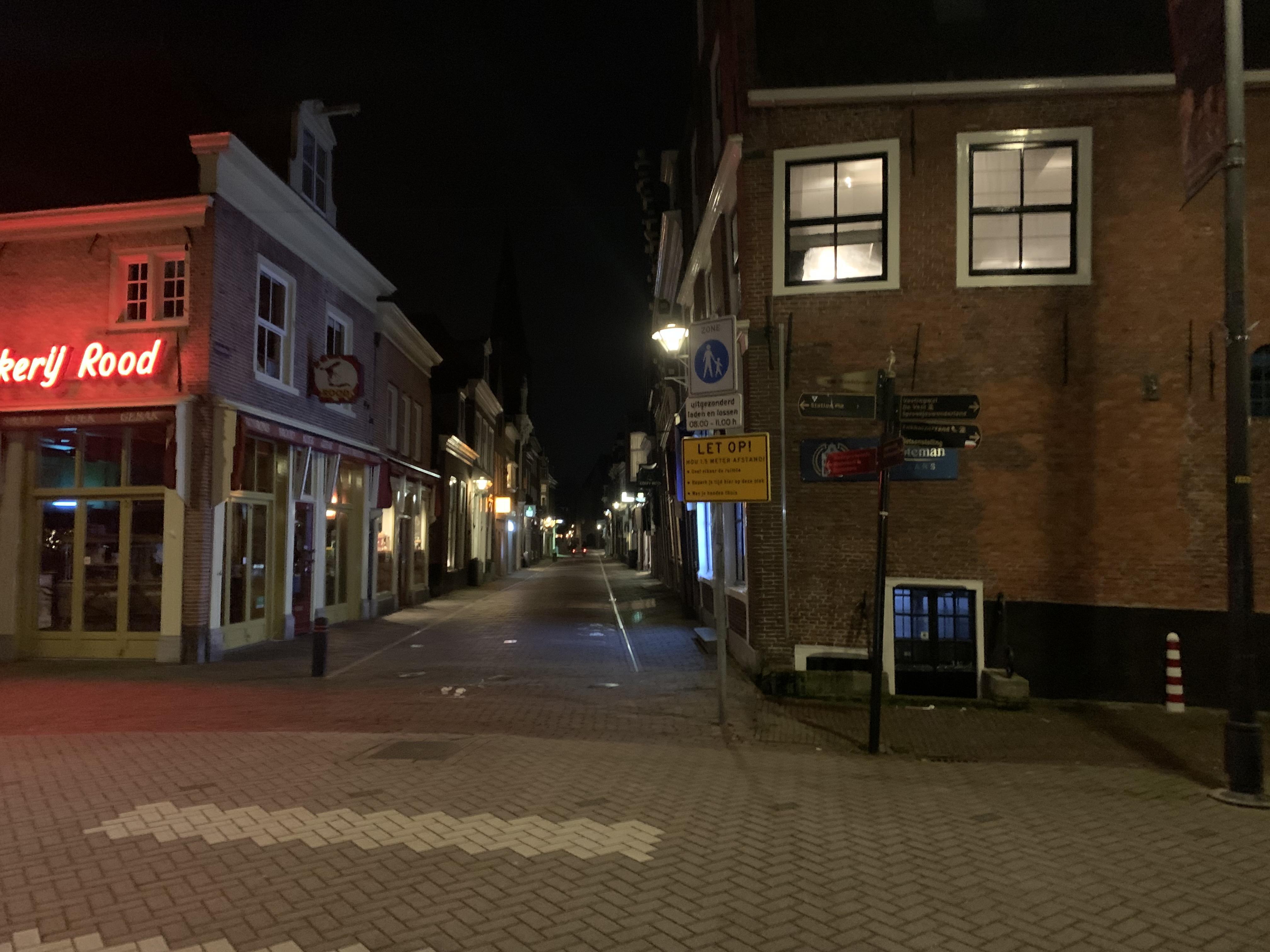 En dan loop je na de avondklok ineens door een te stille stad....