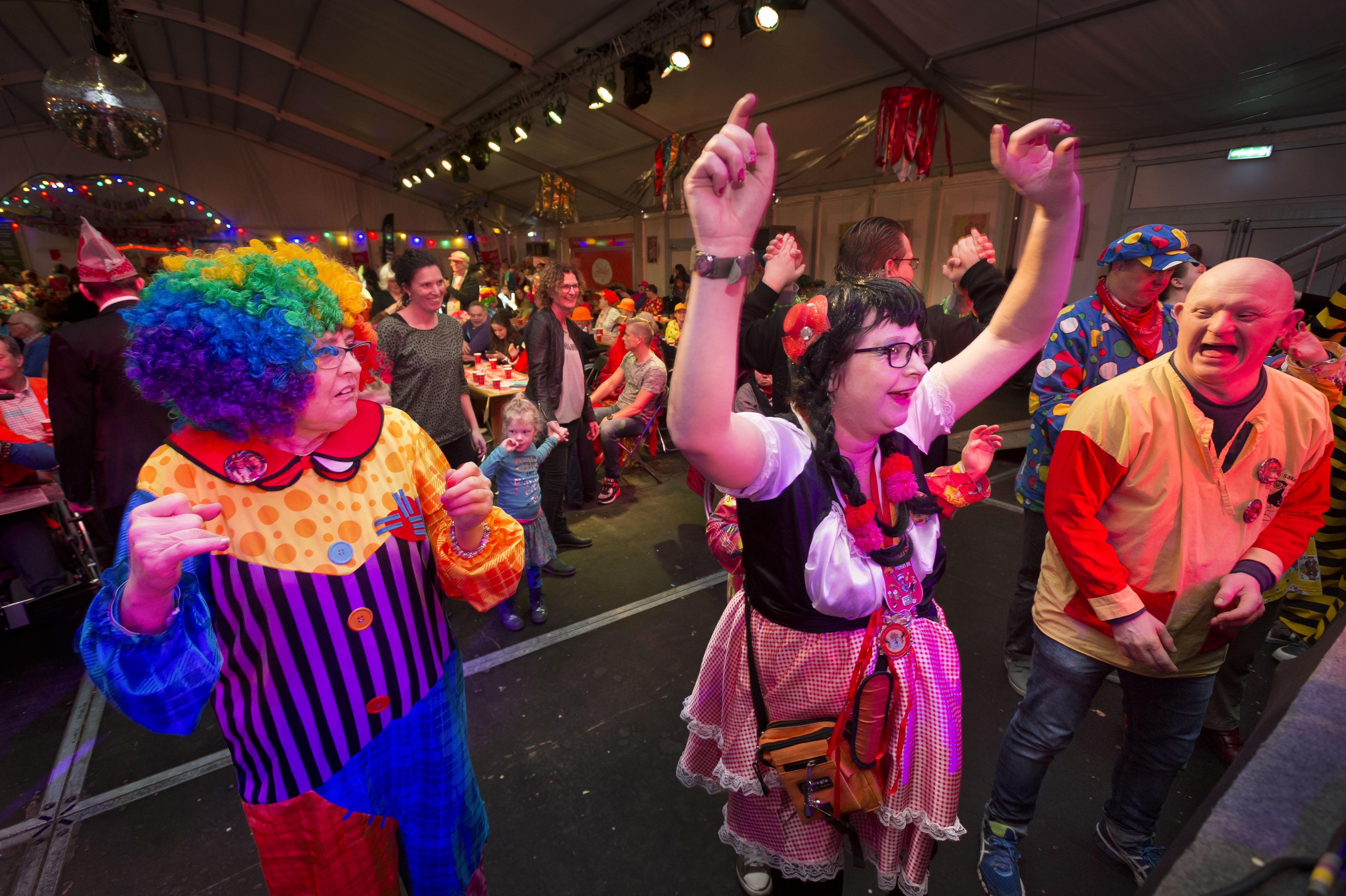 Carnaval De Zilk nu al geschrapt: De Keiebijters, De Tulpkabouters, De Kaninefaaten en De Duinknijnen nemen drastisch besluit