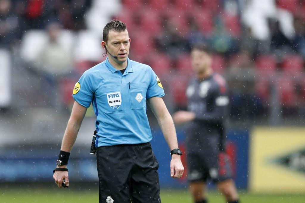 Debuut scheidsrechter Lindhout uit Voorhout in Champions League