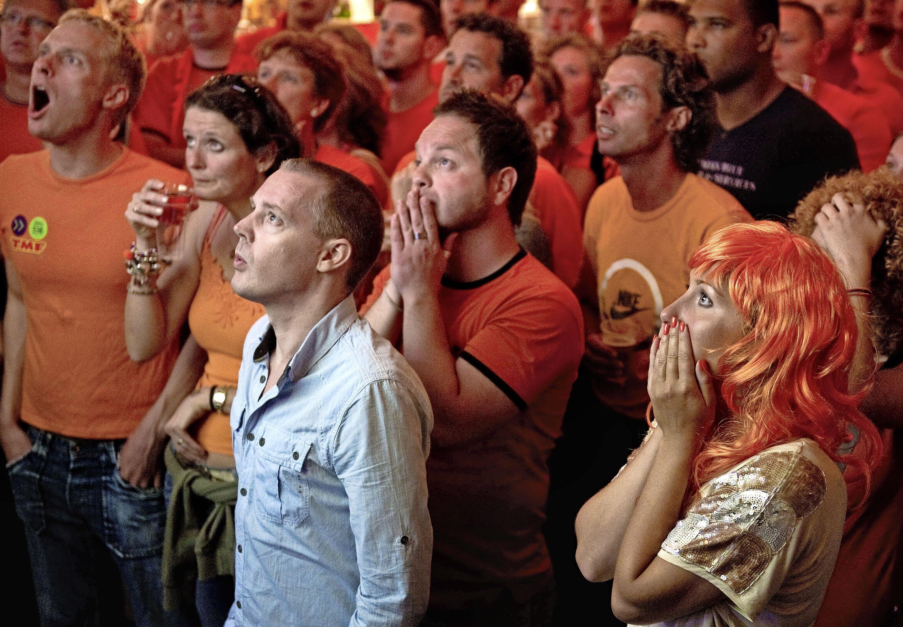 Samen voetbal kijken mag wel in de bioscoop maar niet op het terras. Burgemeester Jan Hamming van Zaanstad gaat zijn best doen voor horeca