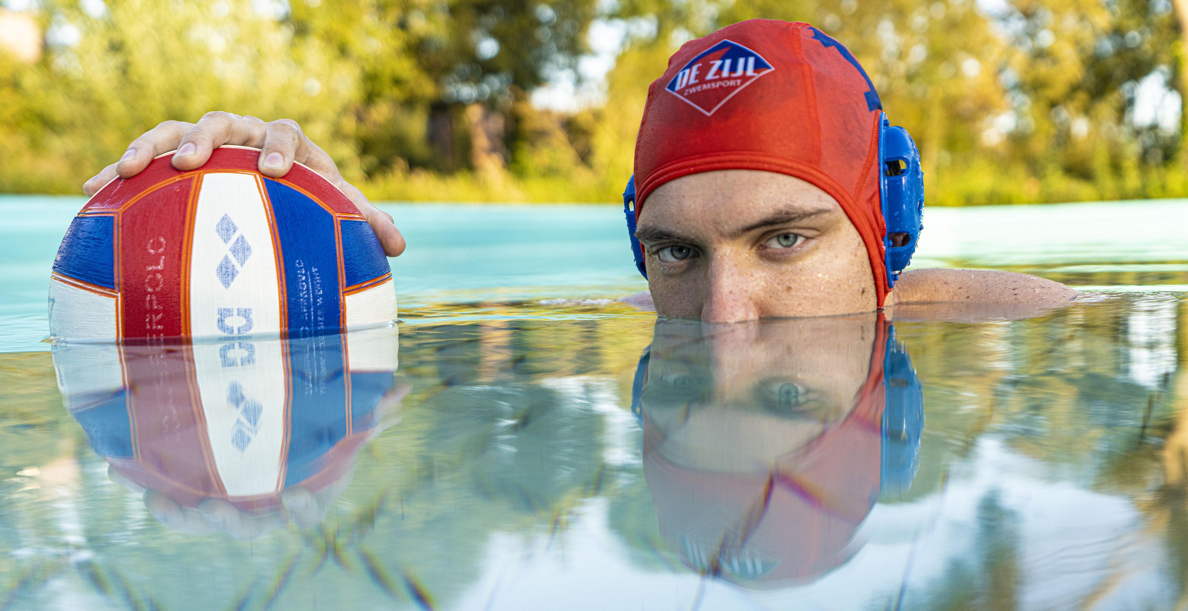 Waterpoloër Jelto Spijker wil spelplezier terugvinden bij hechte club ZVL: 'Die jongens gaan na de wedstrijd vaak nog een biertje drinken en daar wil ik wel bij zijn'