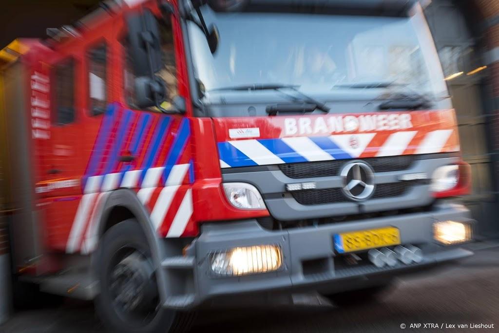 Woningen ontruimd bij complexe woningbrand in Rotterdam