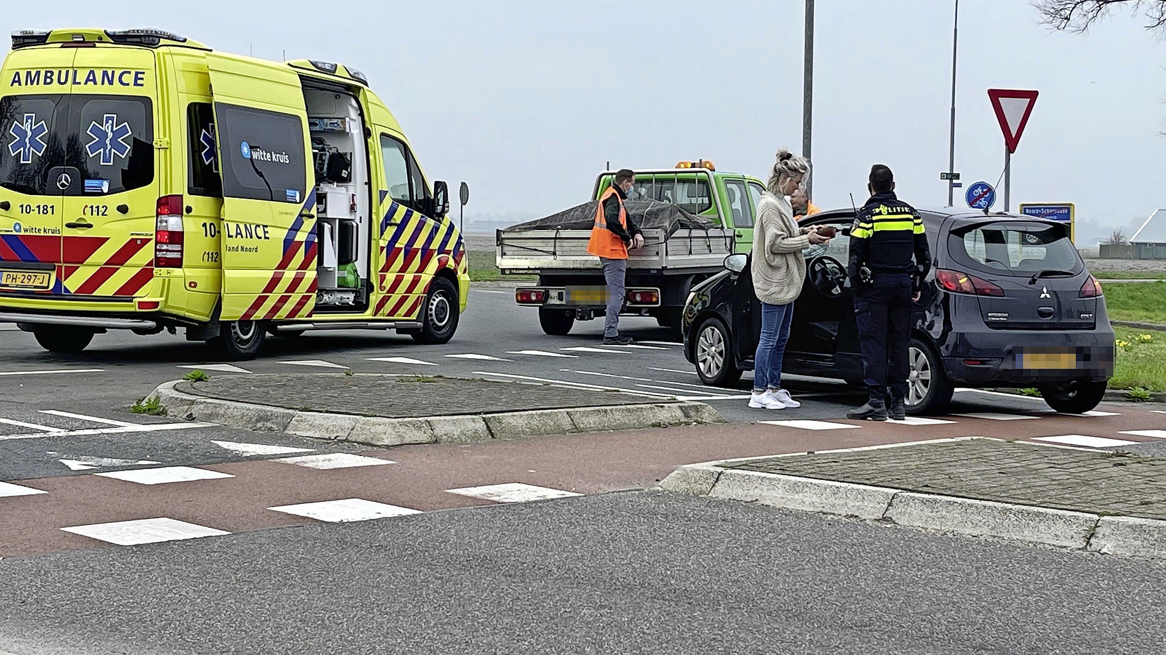 Fietser raakt gewond bij aanrijding op de rotonde aan de Westelijke Randweg in Noord-Scharwoude