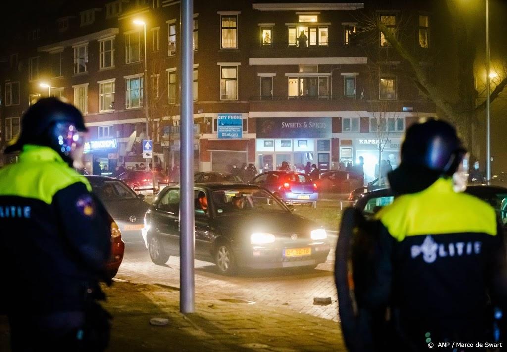 Politie deelt beelden van relschoppers Rotterdam