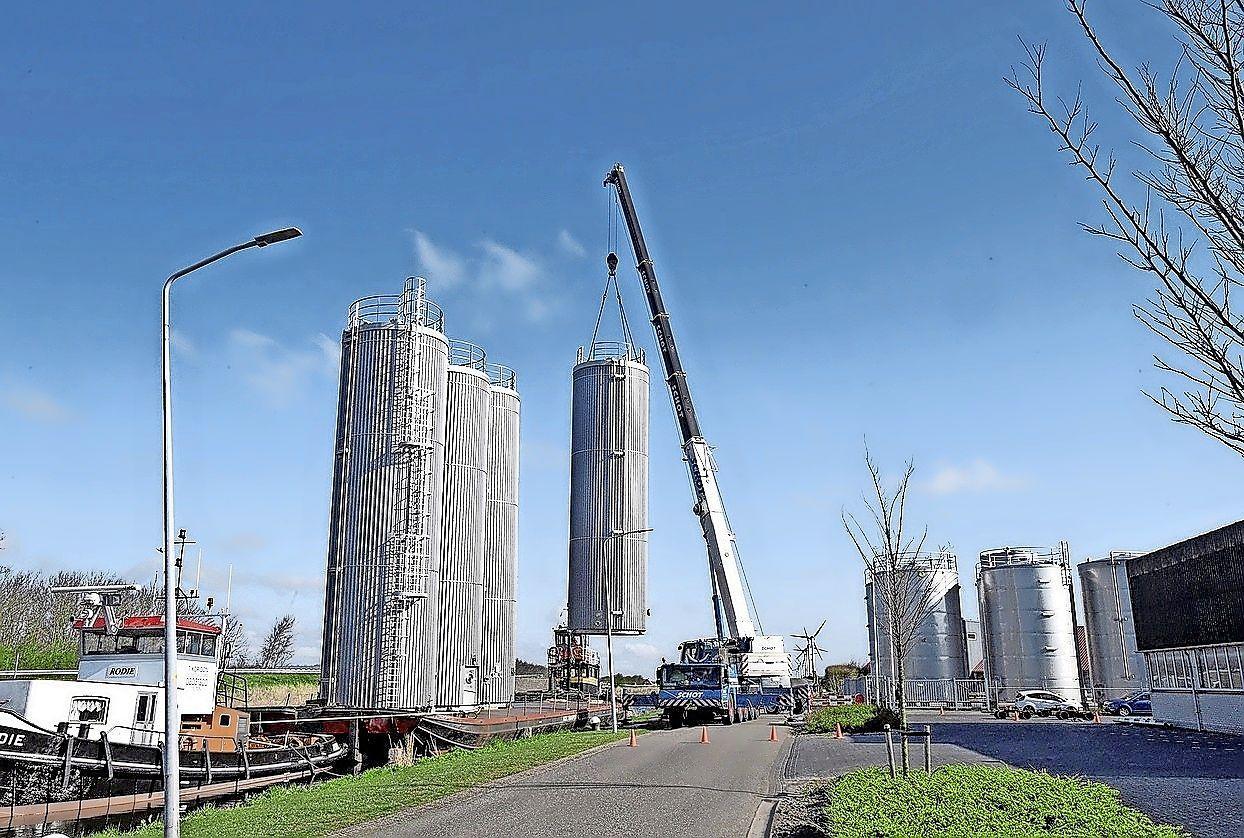 Grote transporten en zeilschepen moeten omvaren: stremming Coenbrug gaat maanden duren
