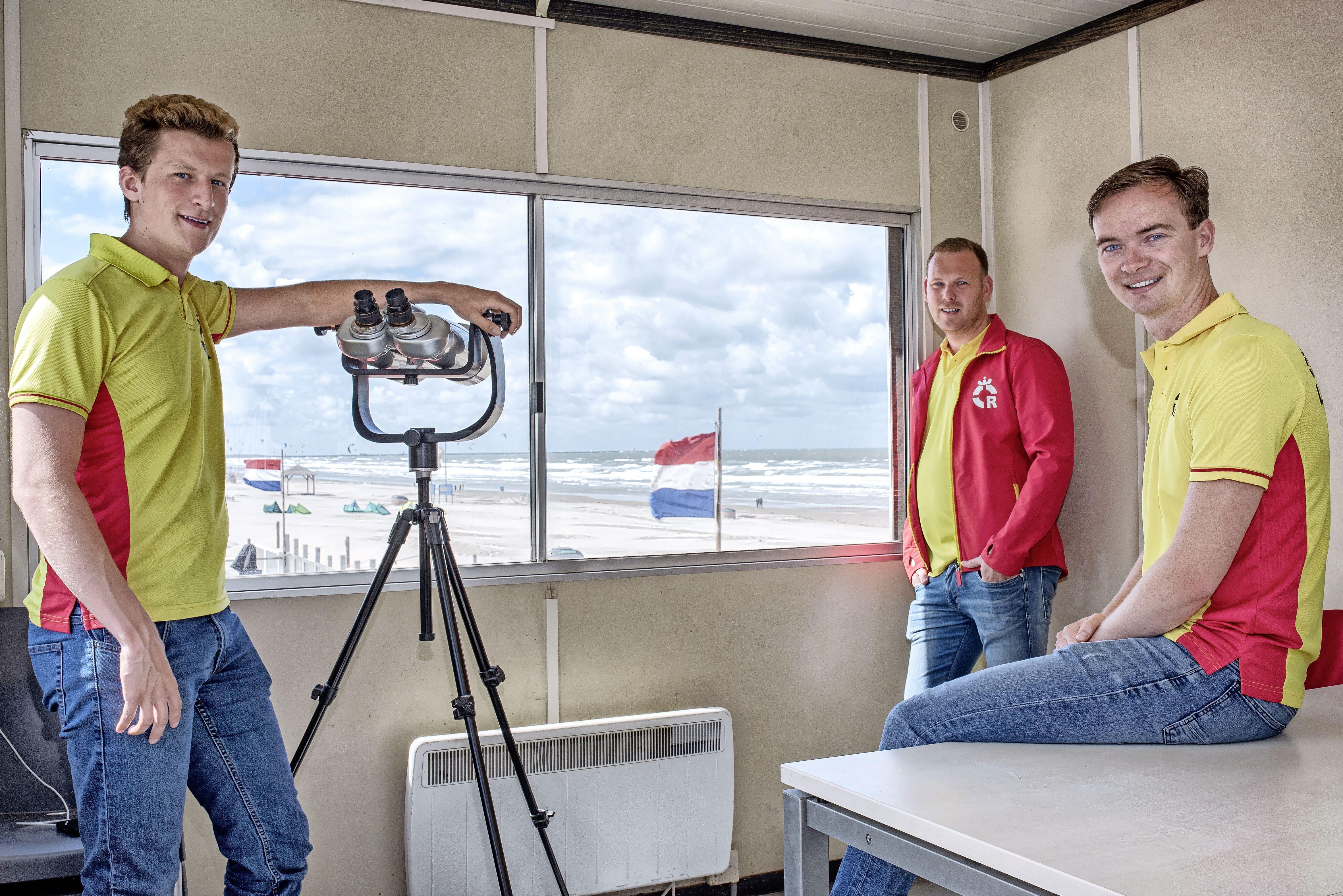 Reddingbrigade Wijk aan Zee is weer op post in de weekeinden en op feestdagen. In de zomervakantie zijn de lifeguards er iedere dag. 'We rekenen op een mooi, druk én veilig strandseizoen'