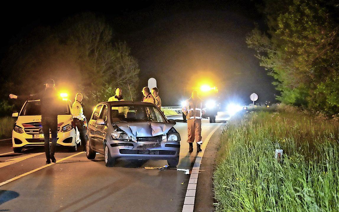 Automobilist ziet stilstaande auto over het hoofd bij werkzaamheden op N244 bij De Rijp, met kop-staartbotsing tot gevolg
