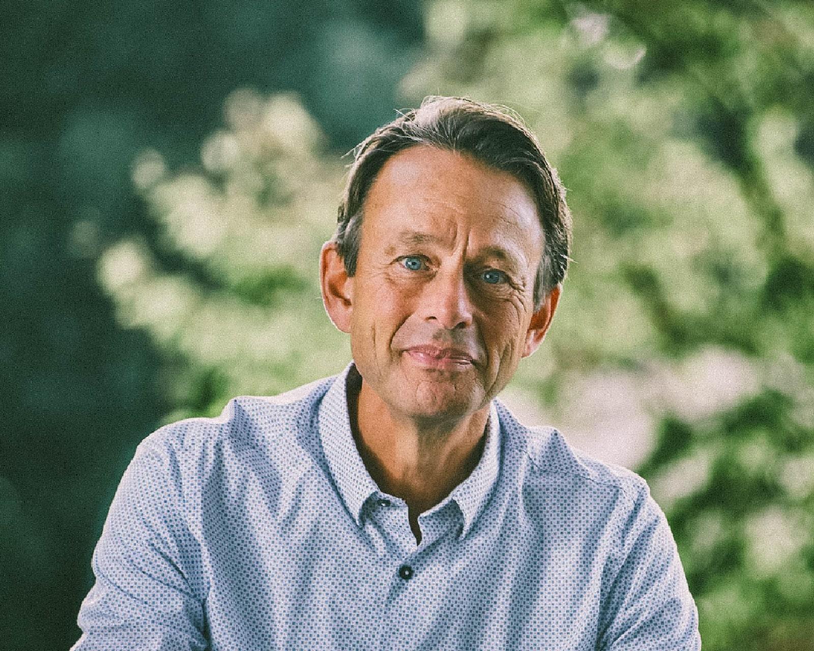 Haarlemse verhalenverteller Eddy Boom maakt podcast over weerbaarheid in tijden van crisis