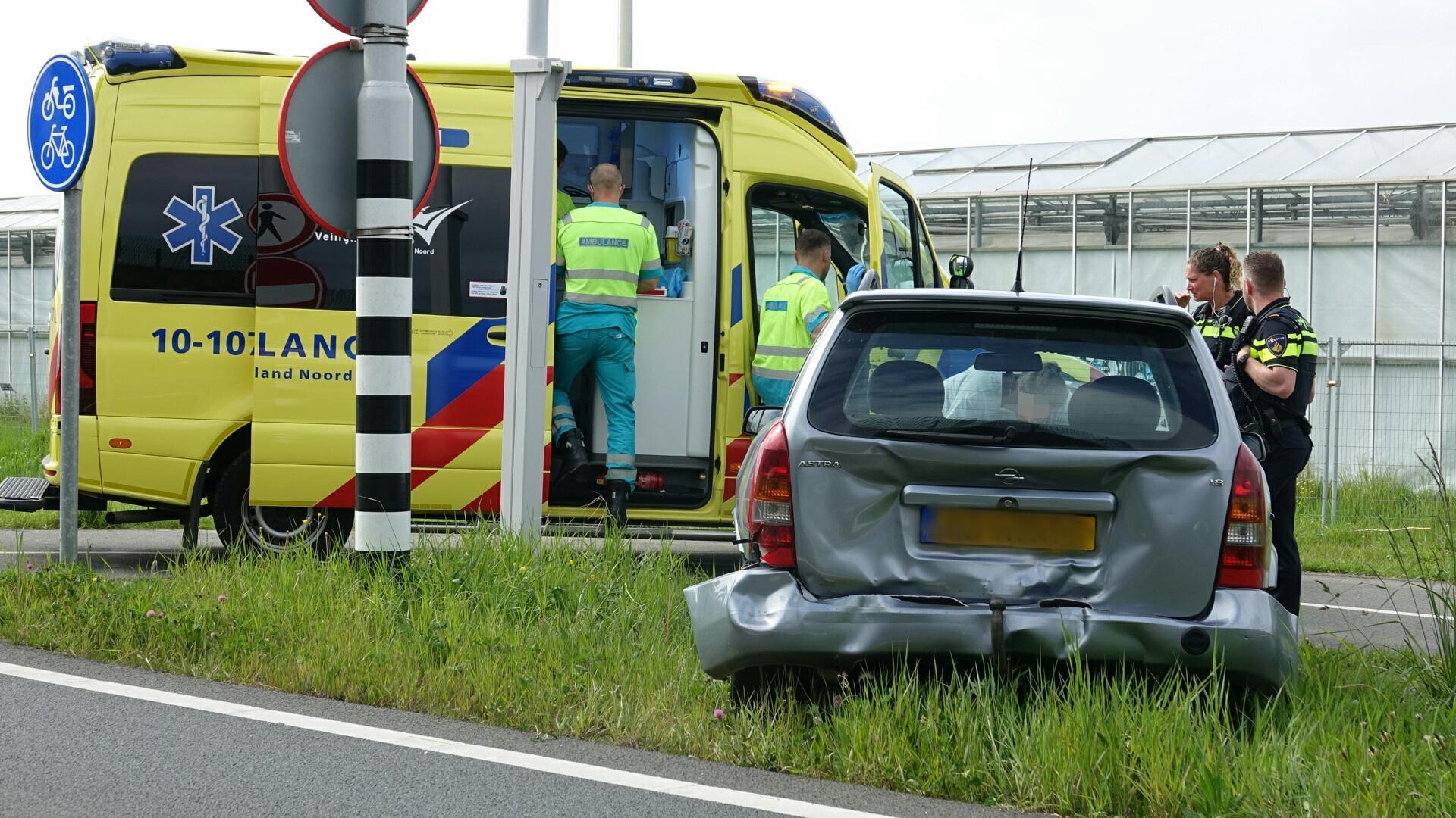 Gewonde bij kop-staartbotsing op afrit N307 in Zwaag, auto's total loss