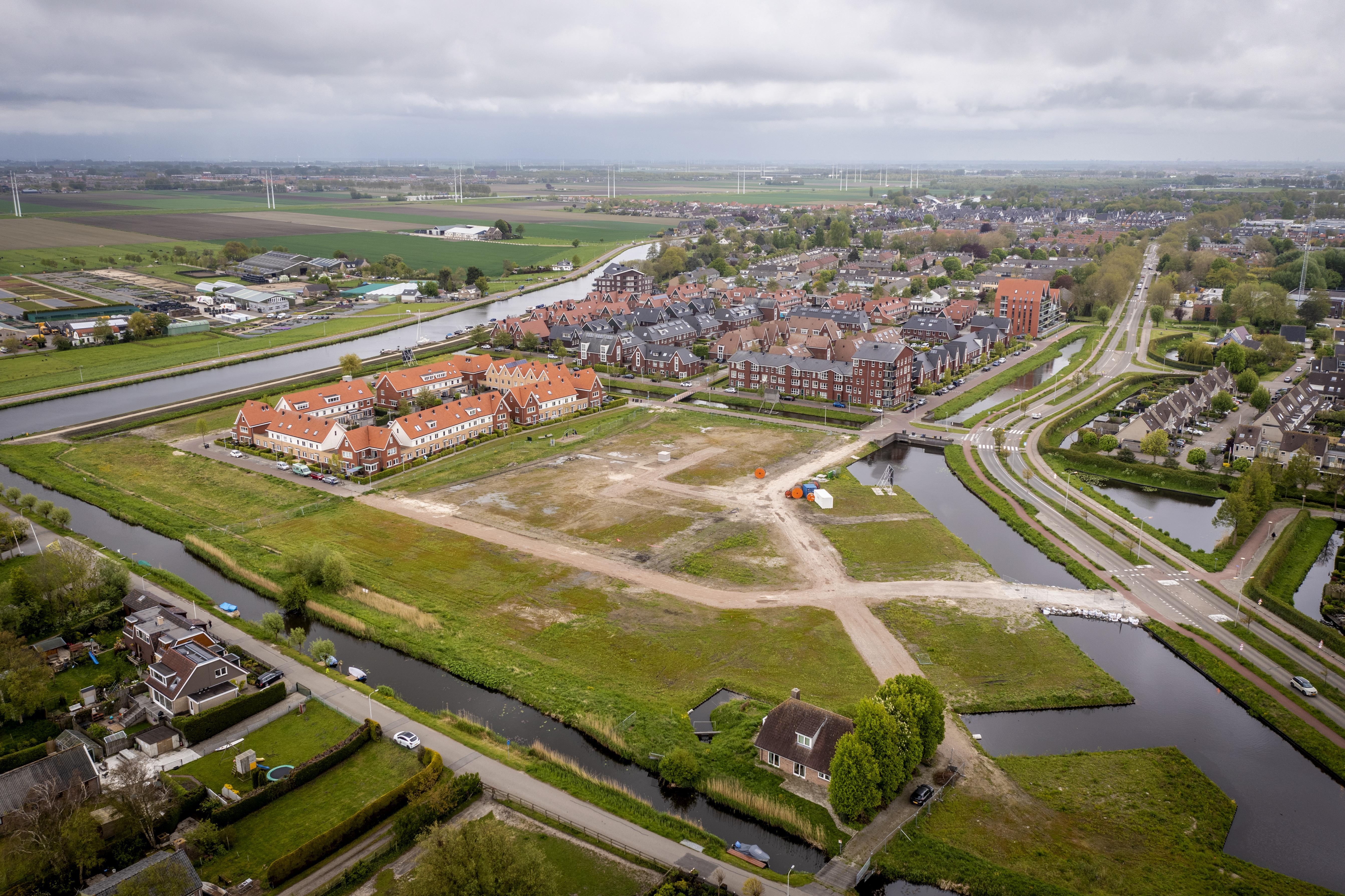 Ontwikkelaar zegt koopcontracten 46 woningen Vossepolder op vanwege bezwaar buurvrouw: 'Toen ik het las, barstte ik in huilen uit'