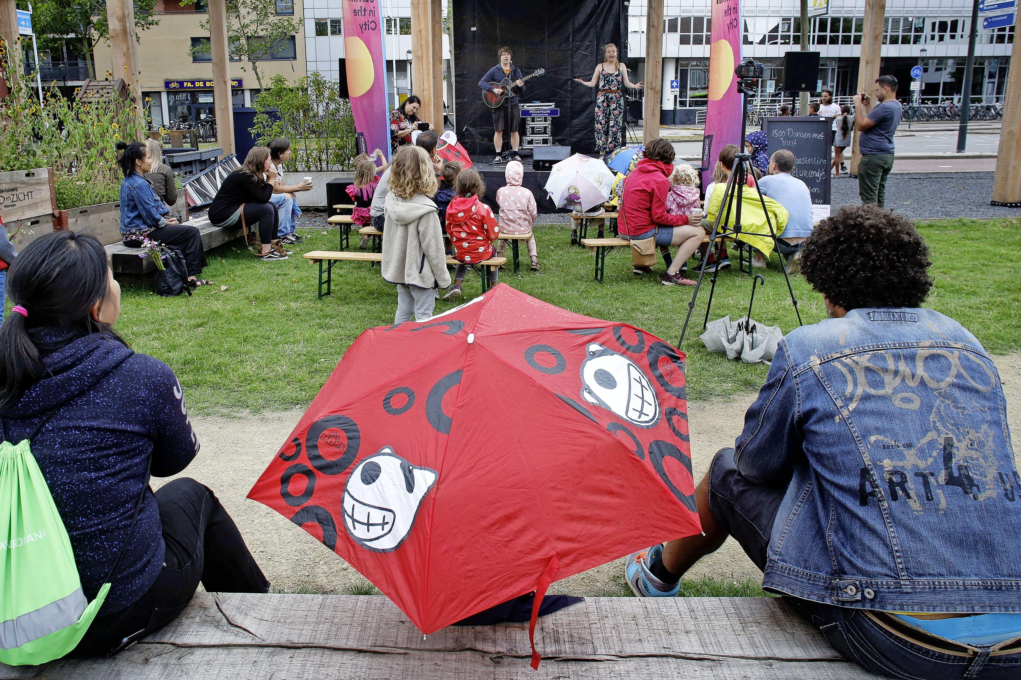 Geld naar Hilversumse Taskforce Anderhalve Meter voor Summer in the City, TikTok Festival en groener centrum & Gijsbrecht