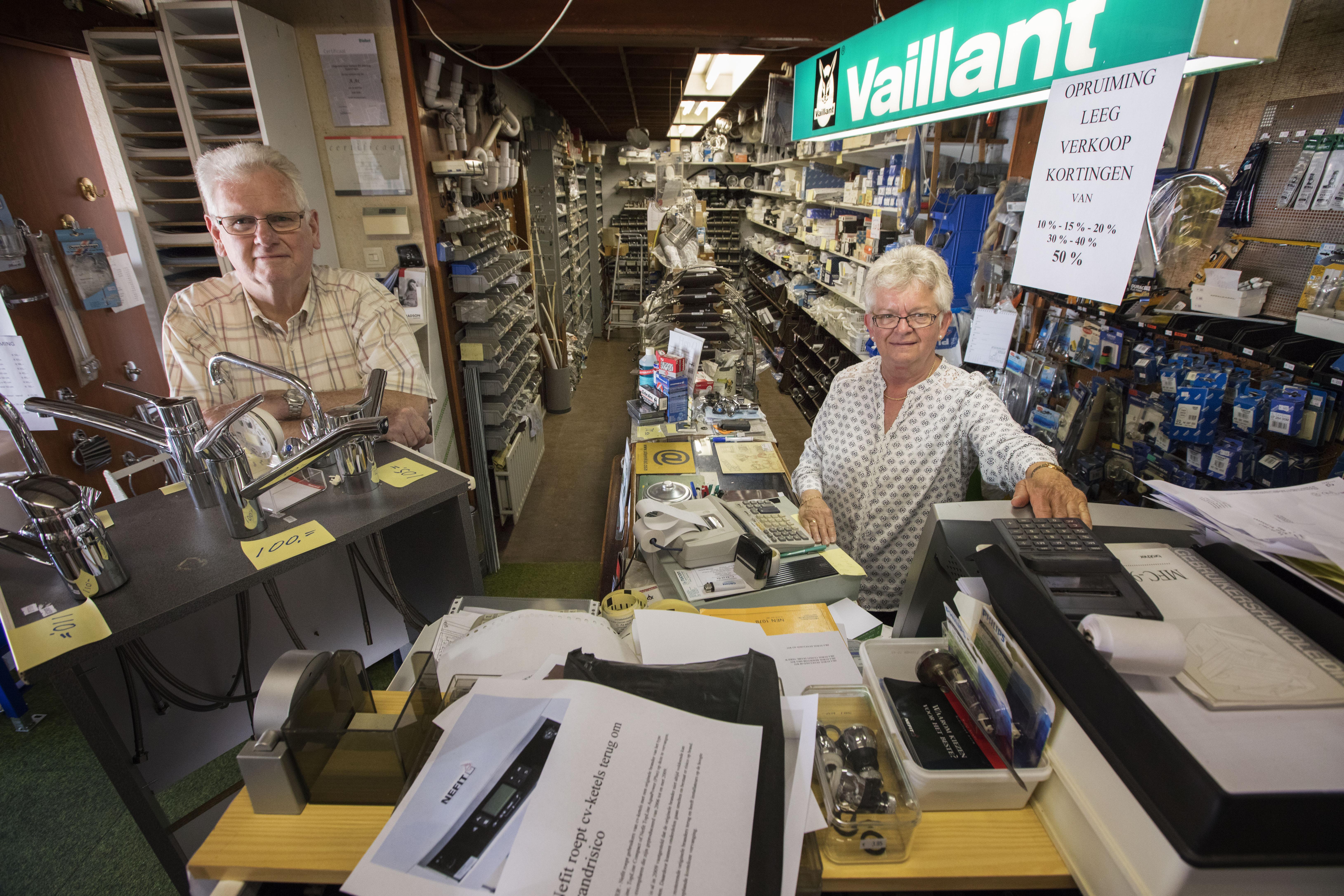 Echtpaar Ax sluit winkel aan huis in Leimuiden