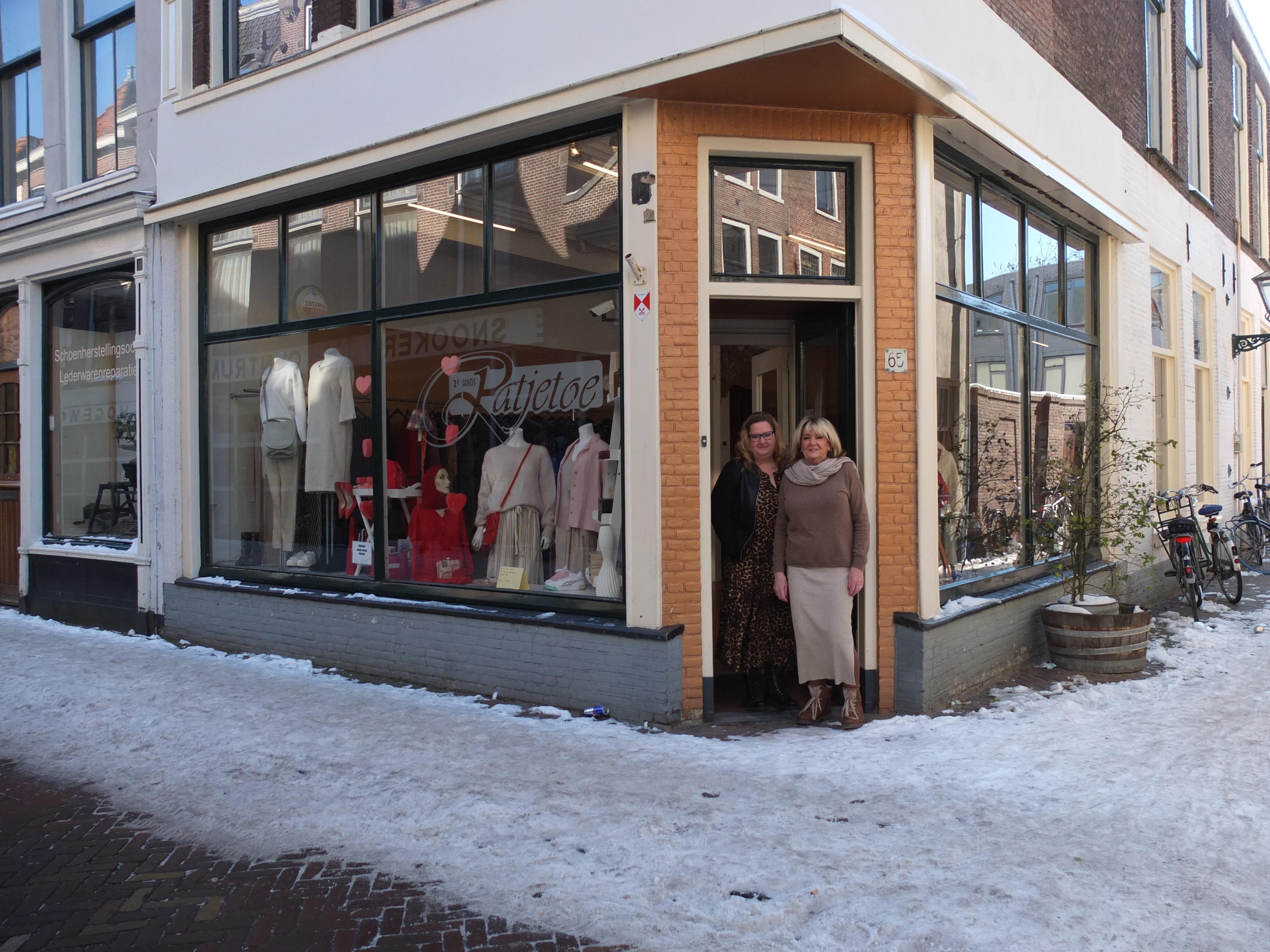 Tweedehands kledingwinkel Ratjetoe al 28 jaar op de Hogewoerd in Leiden: 'Mooier dan moderne spullen'